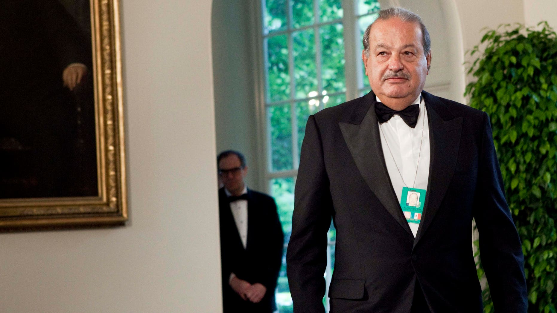 Carlos Slim, chairman and CEO of Telmex, Telcel and América Móvil, arrives at the White House for a state dinner May 19, 2010 in Washington, DC. (Photo by Brendan Smialowski/Getty Images)