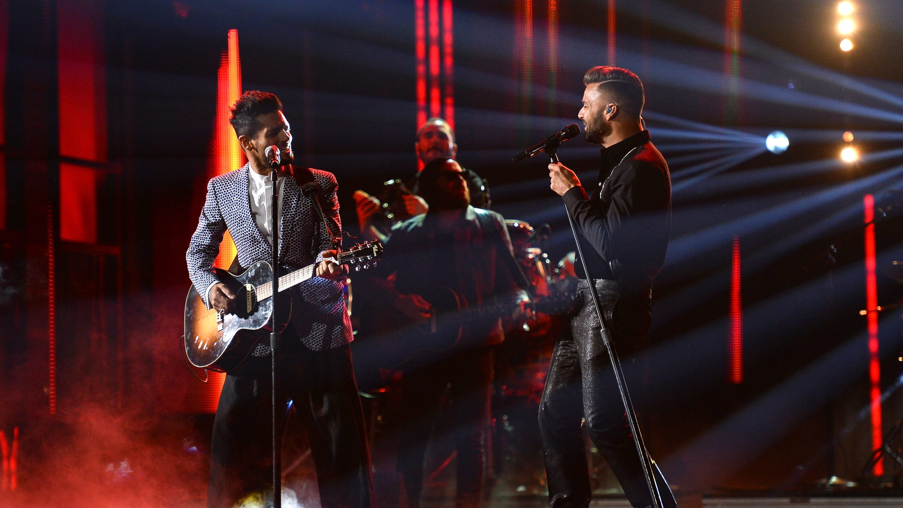 LAS VEGAS, NV - NOVEMBER 21:  Musicians Draco Rosa (L) and Ricky Martin perform onstage during the 14th Annual Latin GRAMMY Awards held at the Mandalay Bay Events Center on November 21, 2013 in Las Vegas, Nevada.  (Photo by Ethan Miller/Getty Images for LARAS)