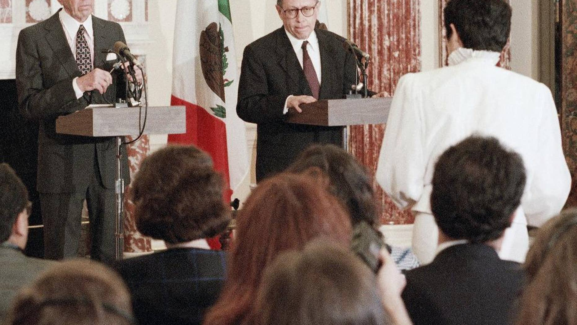 FILE - In this June 21, 1993, file photo, Secretary of State Warren Christopher and Mexico's Secretary for Foreign Affairs Fernando Solana, center, take part in a news conference at the State Department in Washington on Monday, after a meeting of the U.S. Mexico Binational Commission. Solana who was foreign minister for President Carlos Salinas de Gortari from 1988 to 1993, and worked on the free trade agreement that created what was the then the world's largest free-trade block, died Wednesday, March 23, 2016. (AP Photo/Greg Gibson, File)
