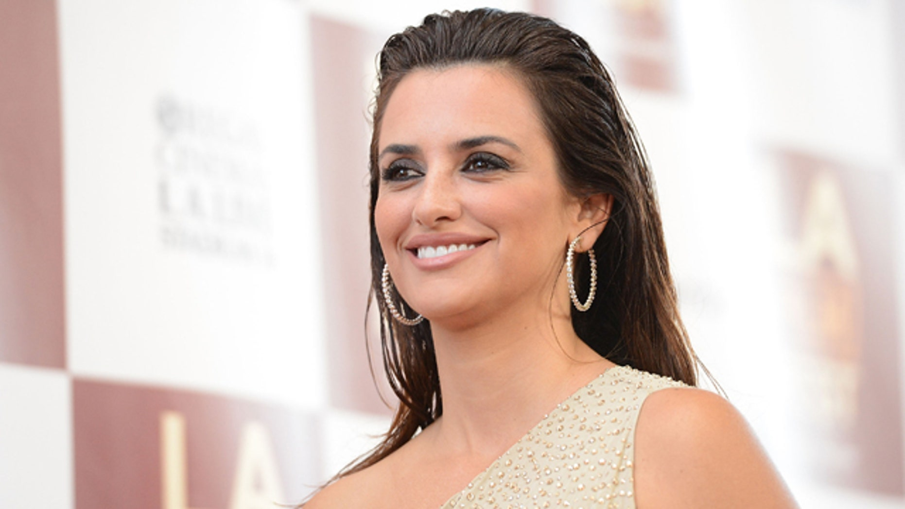 LOS ANGELES, CA - JUNE 14:  Actress Penelope Cruz arrives at Film Independent's 2012 Los Angeles Film Festival Premiere of Sony Pictures Classics' 'To Rome With Love' at Regal Cinemas L.A. LIVE Stadium 14 on June 14, 2012 in Los Angeles, California.  (Photo by Jason Merritt/Getty Images)
