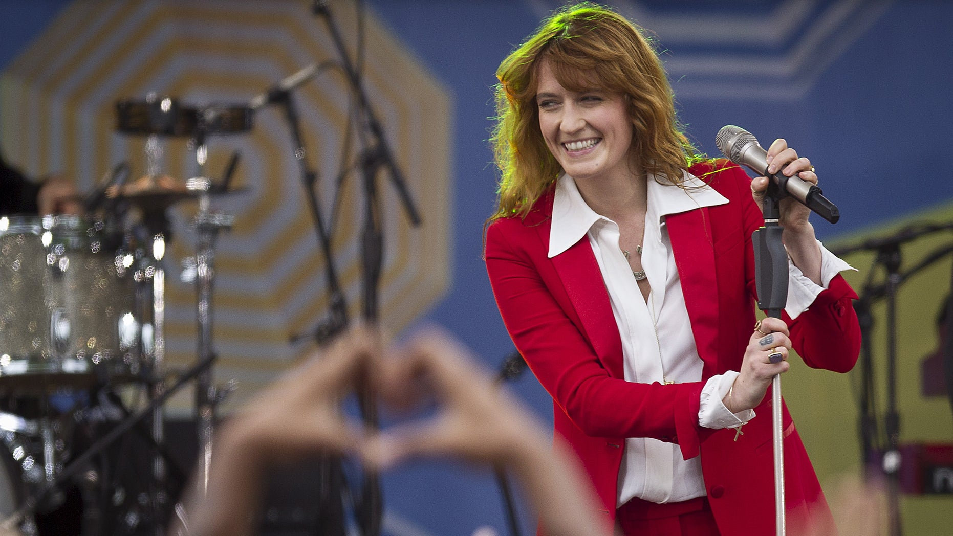 """Singer Florence Welch of Florence + the Machine performs on ABC TV's """"Good Morning America"""" in Central Park in the Manhattan borough of New York June 5, 2015."""
