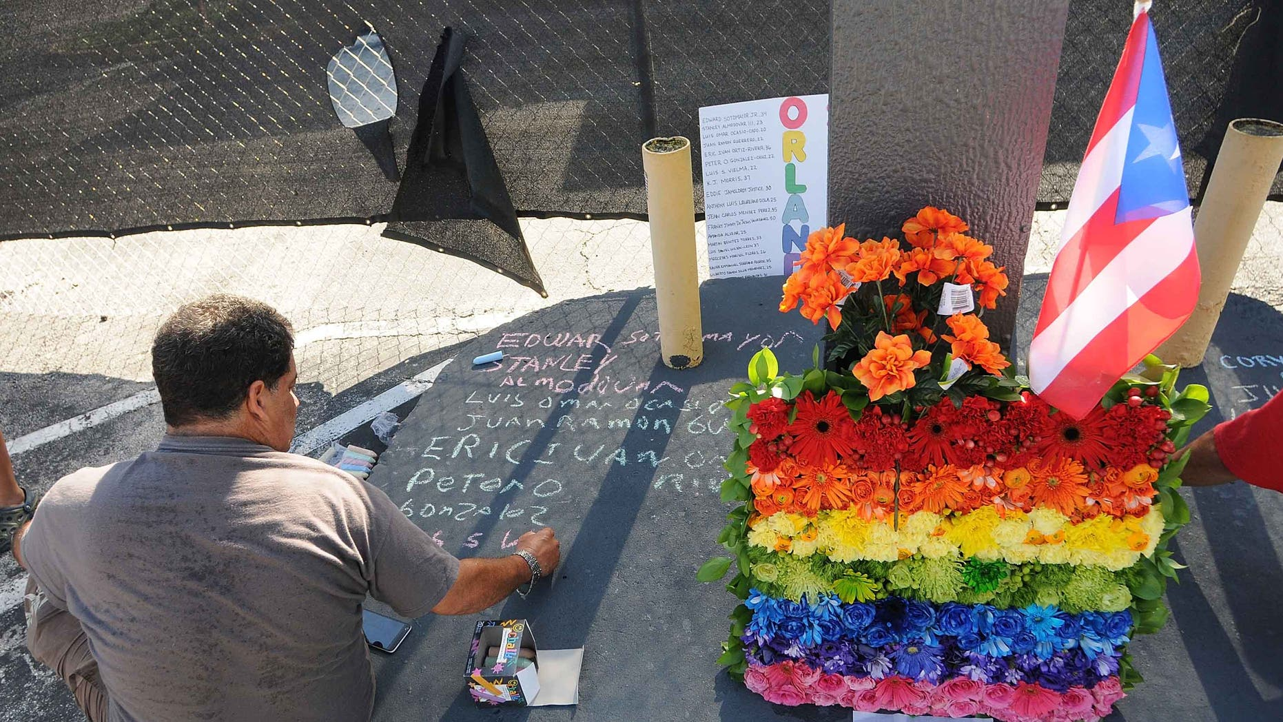 Jose Colon pays his respects for the victims of the Pulse Nightclub shooting.