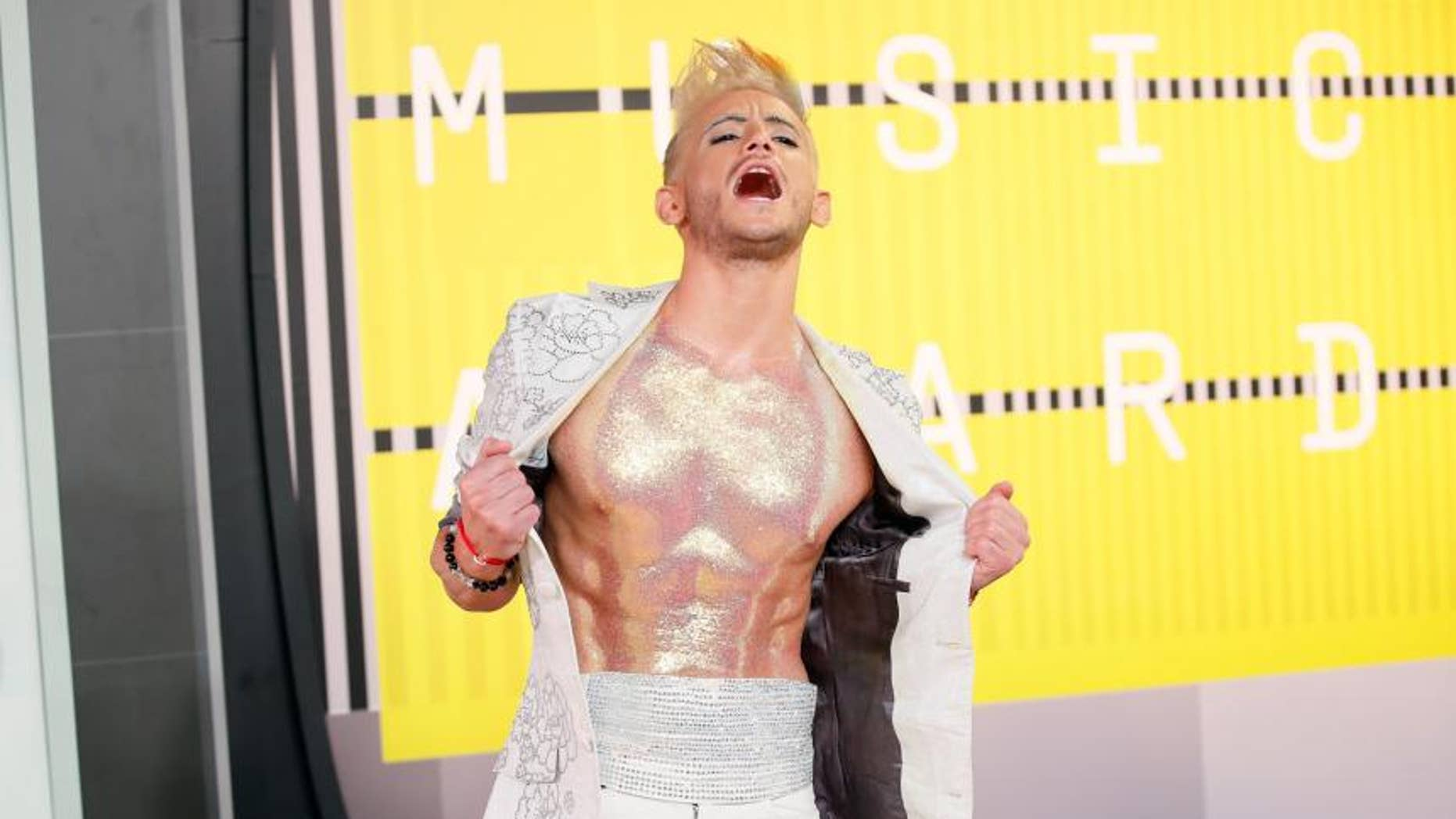 What about this body glitter? Is this Ariana's body glitter?!! Frankie?!