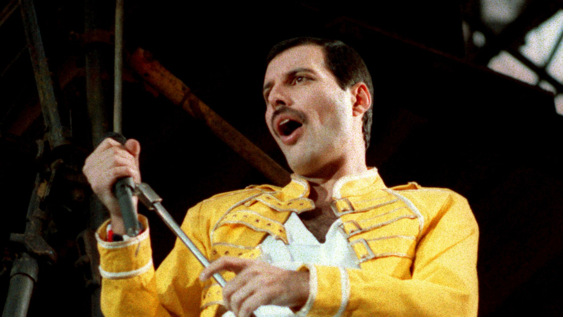 A biopic about Freddie Mercury titled 'Bohemiam Rhapsody' dropped its first trailer.