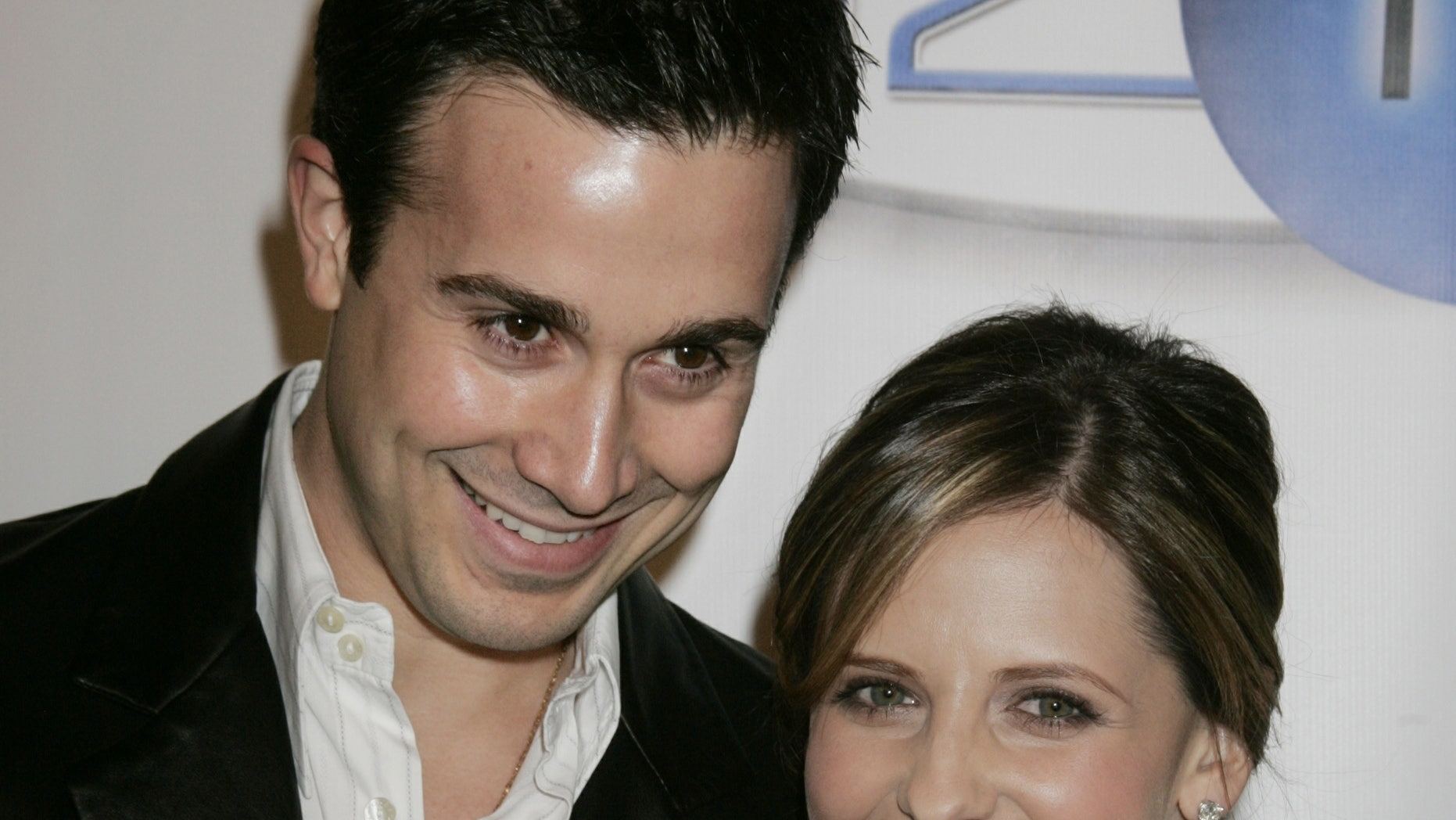 Actor Freddie Prinze, Jr. and wife, actress Sarah Michelle Gellar pose as they arrive at the launch party for In2TV, the first broadband television network on the Internet  March 15, 2006 in Beverly Hills, California. In2TV available free on AOL.com will offer thousands of classic television shows such as 'Welcome Back Kotter,' 'Chico & The Man,' and 'Wonder Woman' as well as interactive features. Prinze's father Freddie Prinze starred in 'Chico & The Man.' REUTERS/Fred Prouser - RTR177Y1