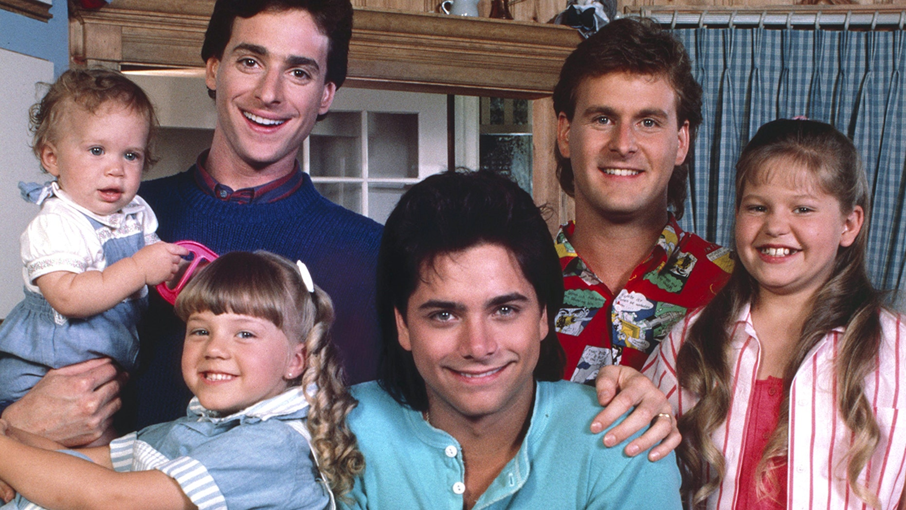 "From l-: Mary-Kate/Ashley Olsen, Jodie Sweetin, Bob Sagest, John Stamos, Dave Coulier and Candace Cameron of ""Full House"" pose for a picture on July 1, 1987."
