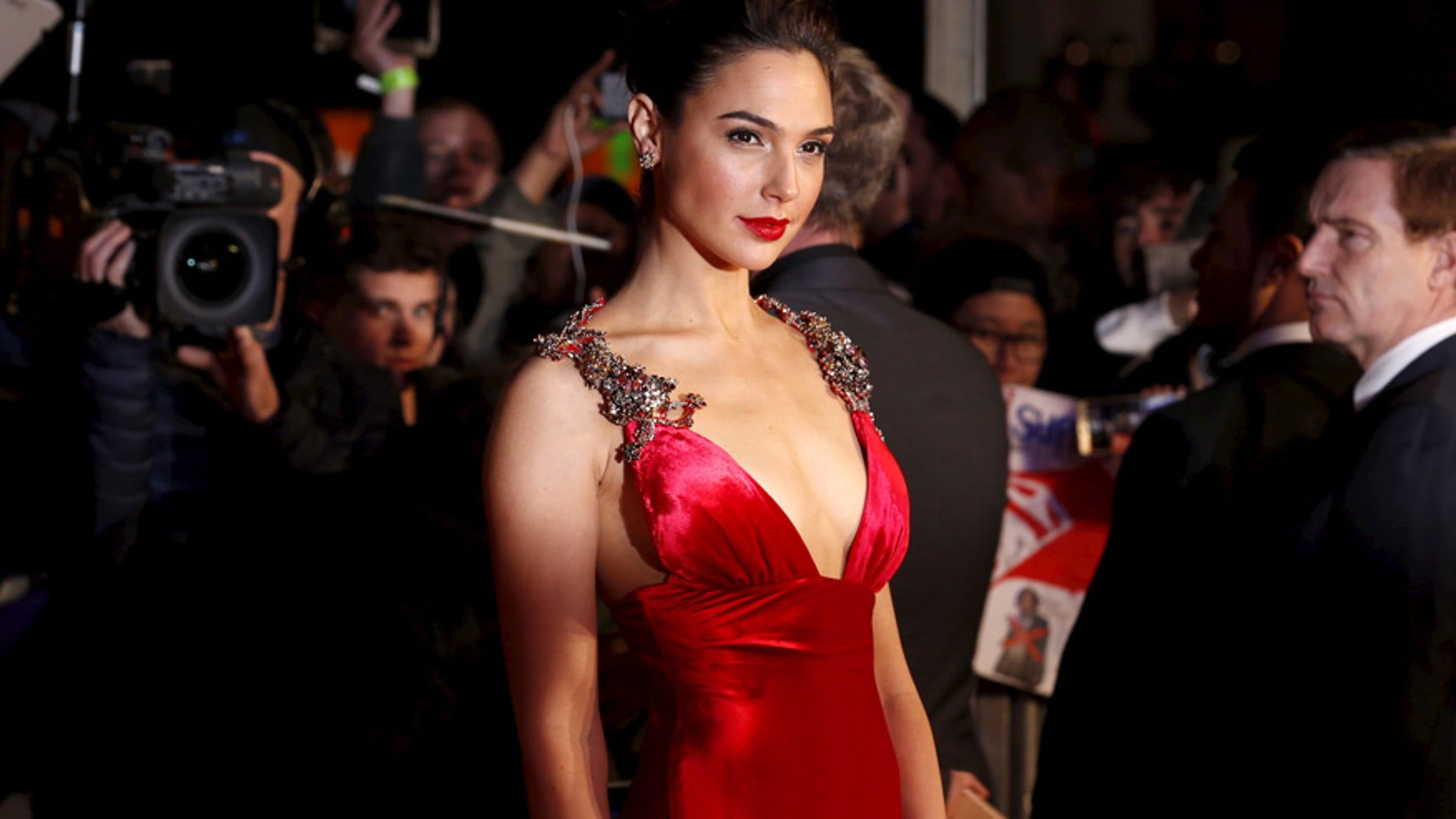 """Gal Gadot arrives for the European Premiere of """"Batman V Superman: Dawn of Justice"""" in Leicester Square in London, Britain, March 22, 2016. REUTERS/Luke MacGregor - RTSBRZB"""