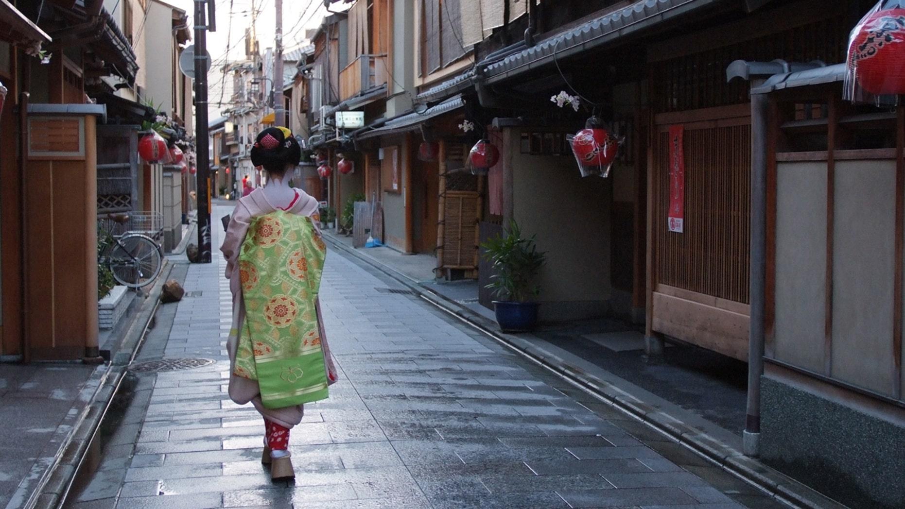 An apprentice geisha called a maiko.