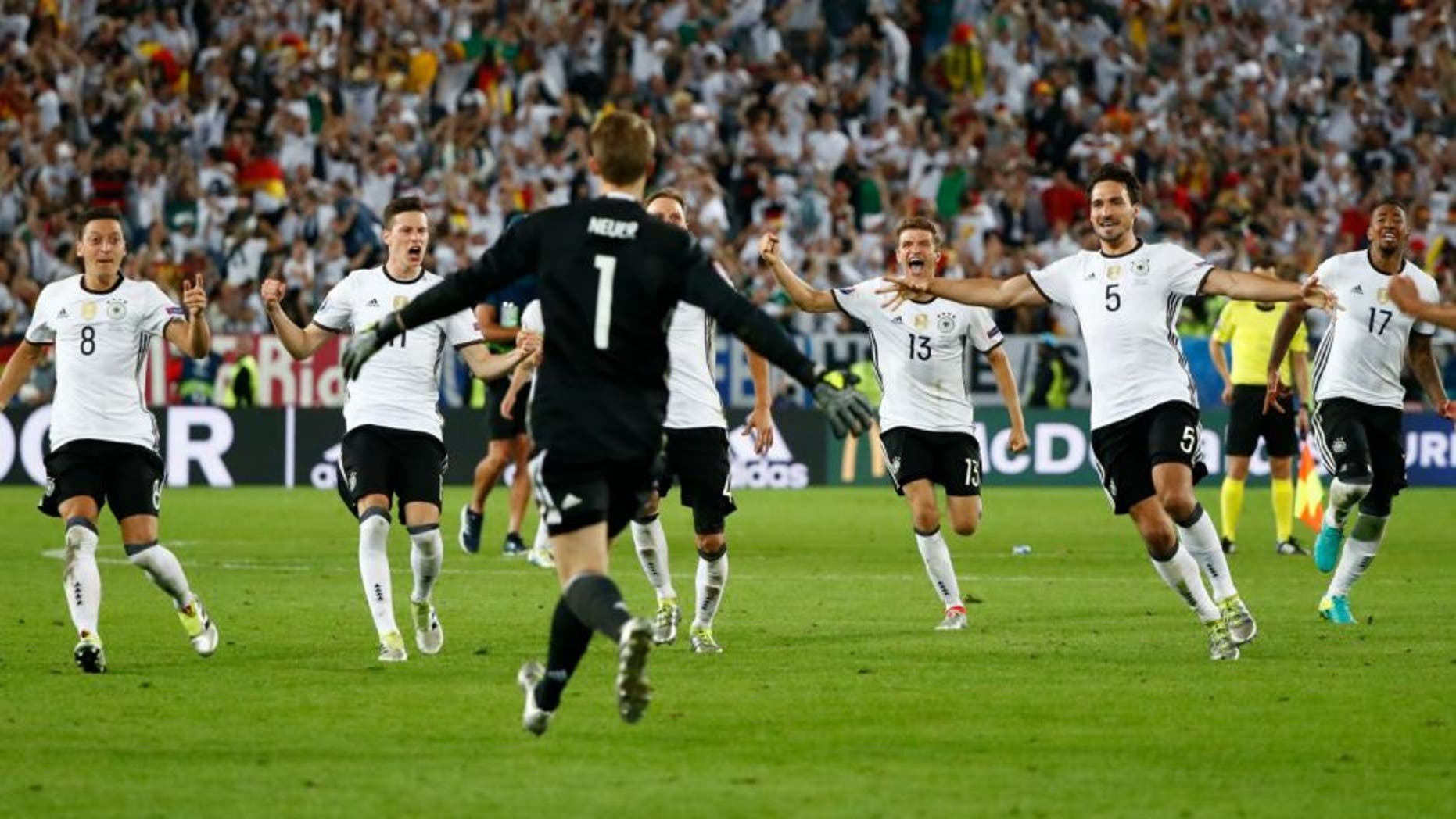 Football Soccer - Germany v Italy - EURO 2016 - Quarter Final - Stade de Bordeaux, Bordeaux, France - 2/7/16 Germany players celebrate winning the penalty shootout REUTERS/Christian Hartmann Livepic