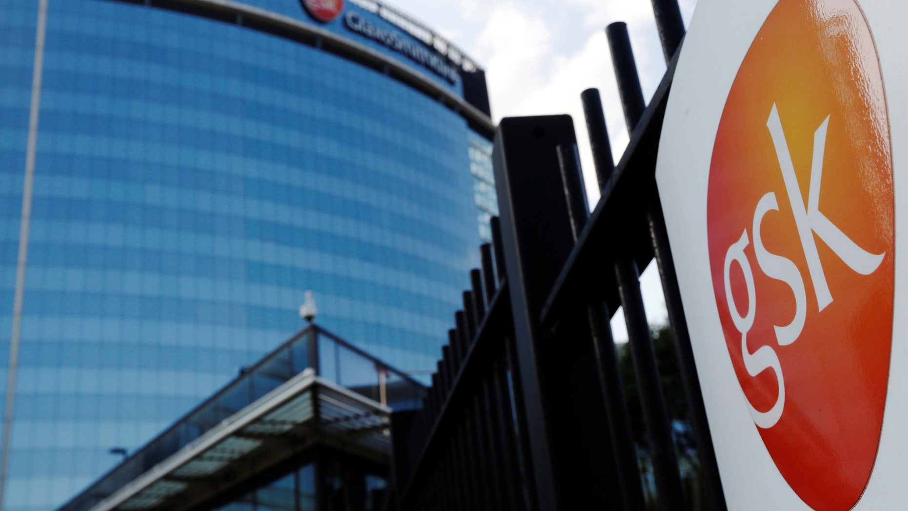 """The GlaxoSmithKline building is pictured in Hounslow, west London June 18, 2013.   REUTERS/Luke MacGregor/File Photo  RTX11R3W   GLOBAL BUSINESS WEEK AHEAD PACKAGE - SEARCH """"BUSINESS WEEK AHEAD JULY 25"""" FOR ALL IMAGES - RTSJGDD"""