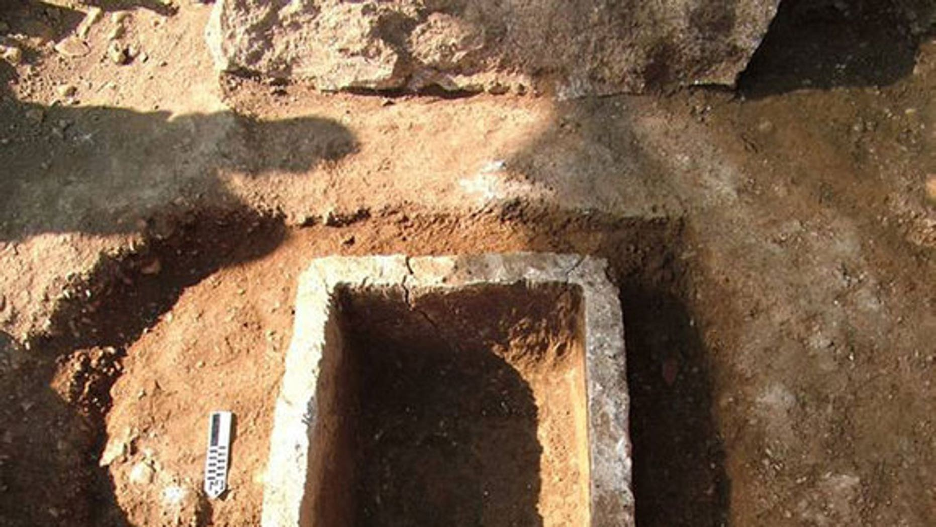 A 2,800-year-old tomb with the remains of a possibly wealthy individual inside, has been discovered in the ancient city of Corinth in Greece.