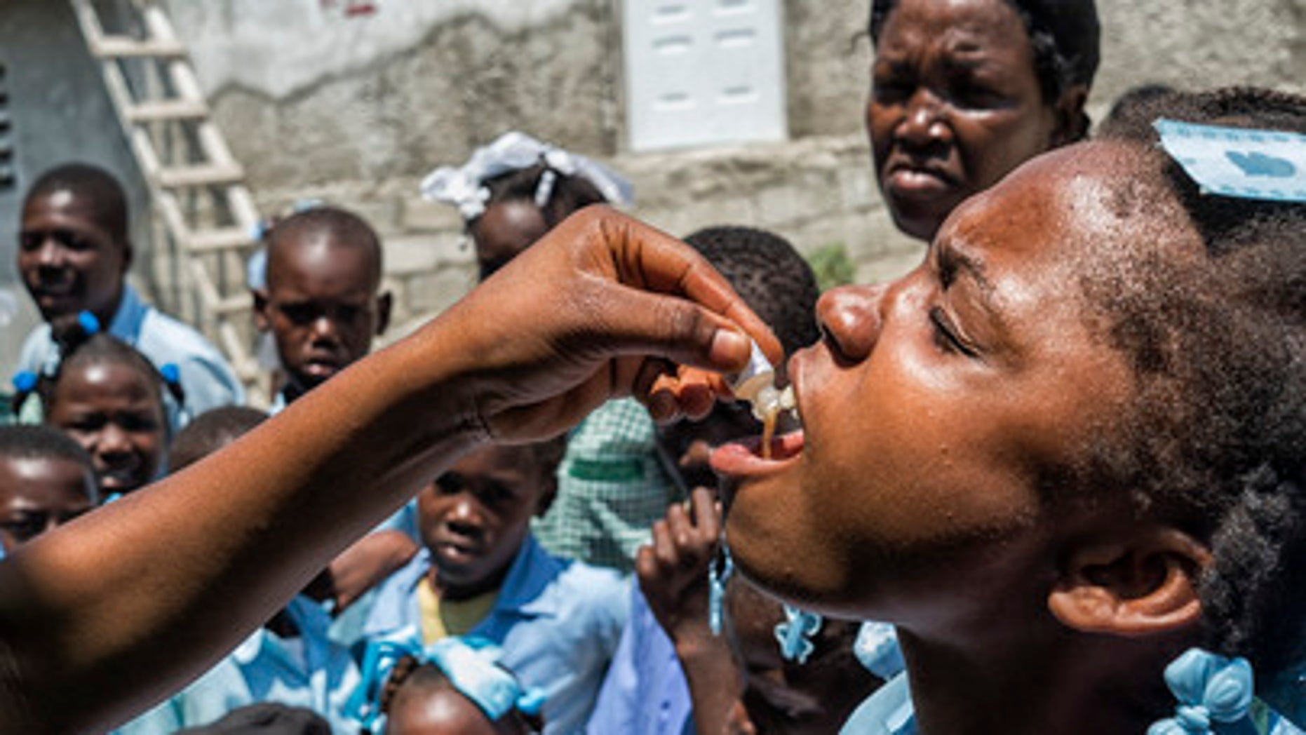 UNICEF, together with other agencies, conducts the first phase of a cholera vaccination campaign in Arcahaie, Haiti, that will target 400,000 people in 2016. (UN Photo/Logan Abassi)