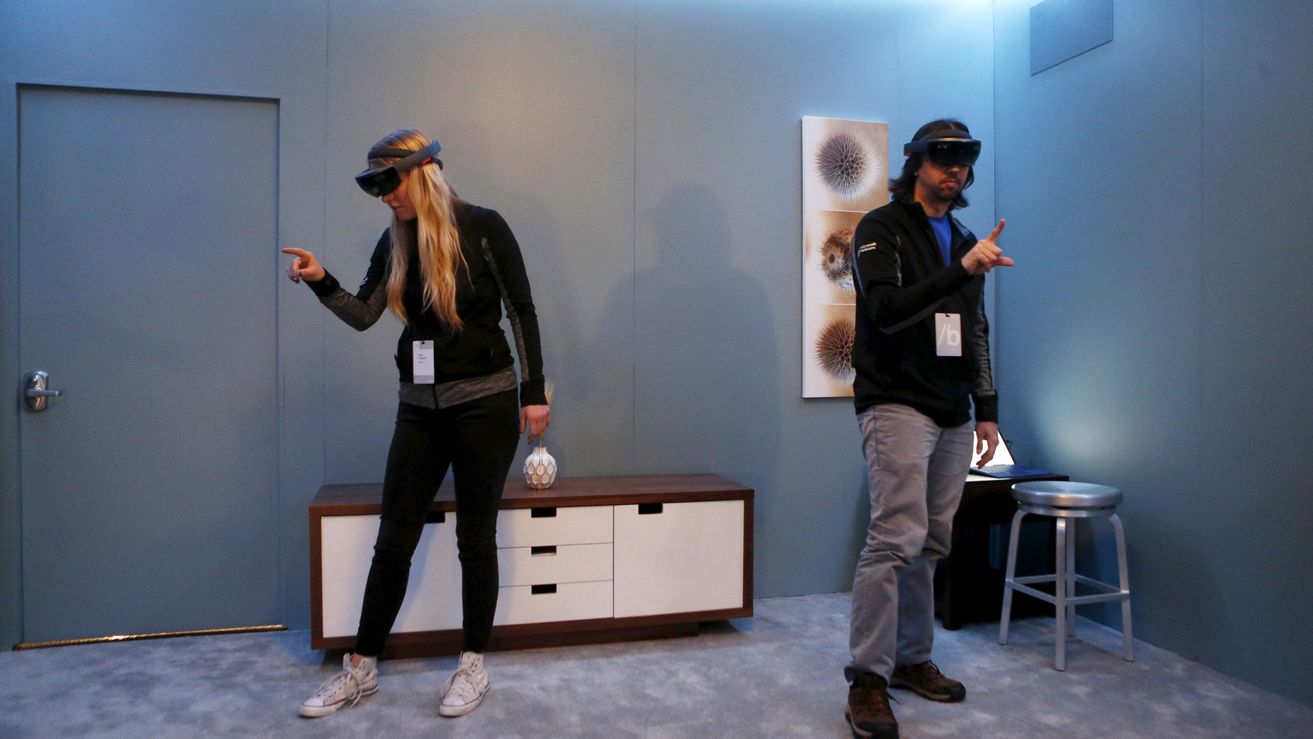 File photo: Microsoft employees demonstrate HoloLens during the Microsoft Build 2016 Developers Conference in San Francisco, California March 30, 2016. (REUTERS/Beck Diefenbach)