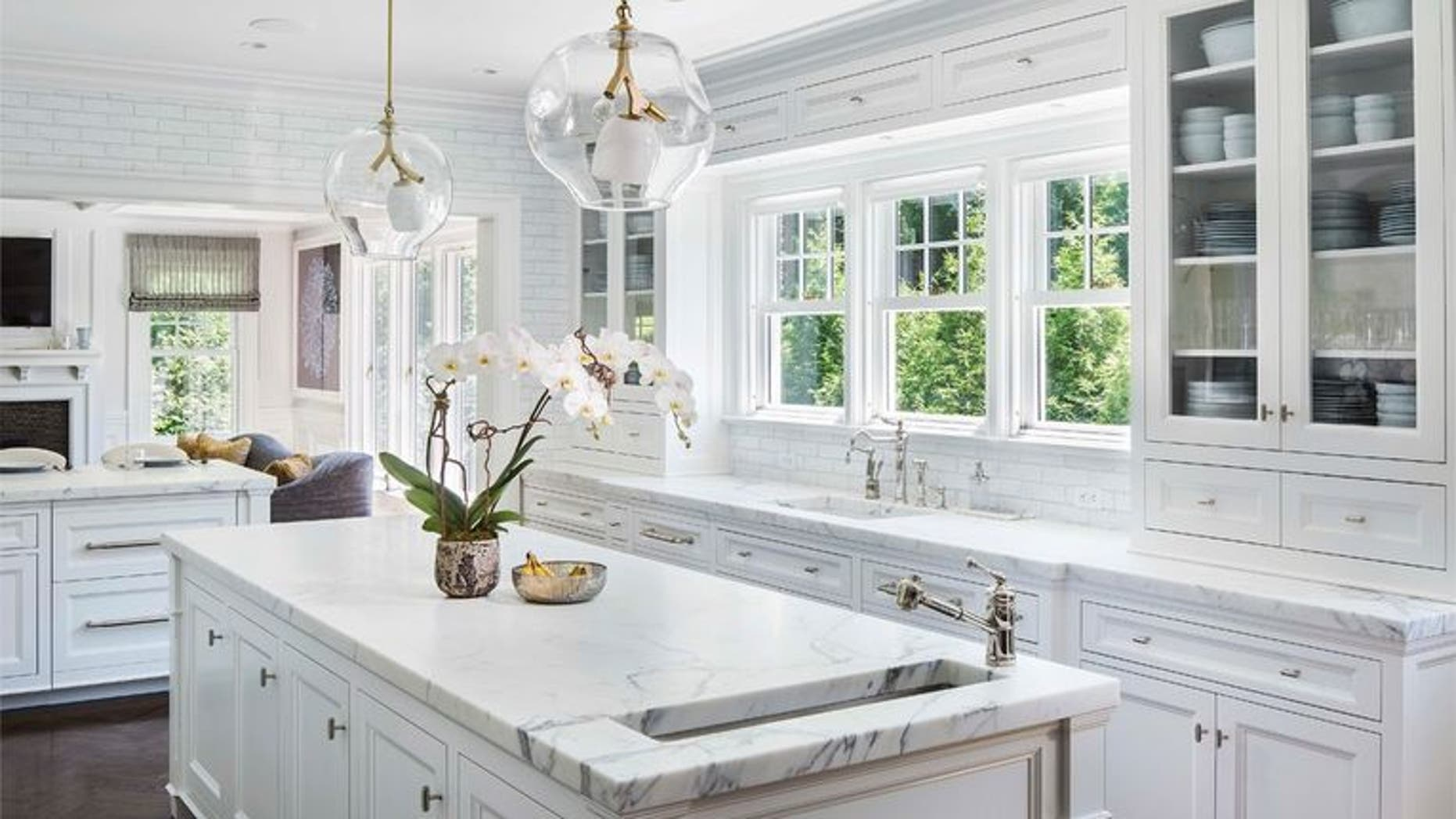8 must know techniques for keeping your kitchen cabinets sparkling rh foxnews com how to clean factory painted kitchen cabinets how to clean greasy painted kitchen cabinets
