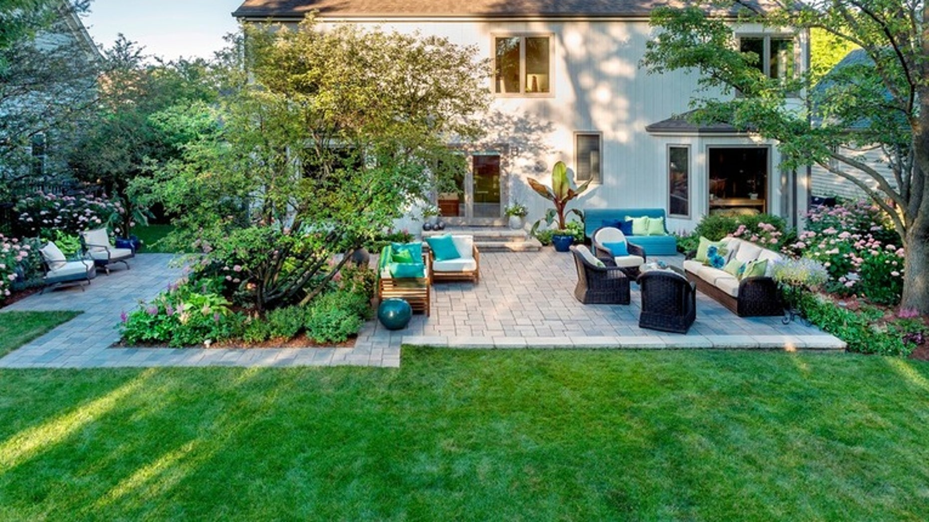 Do-it-yourself landscape design - decorative plantings in the garden