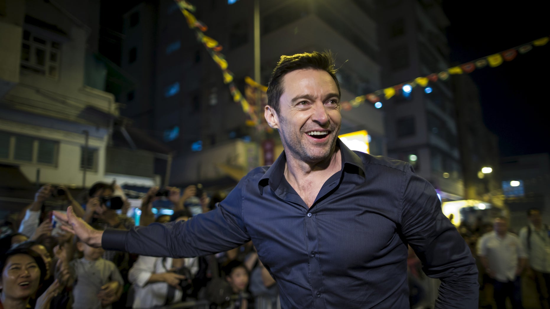 """Australian actor Hugh Jackman waves to fans at the """"Tai Hang Fire Dragon Dance"""" event to celebrate the Mid-Autumn Festival during a trip to promote his latest film """"Pan"""" in Hong Kong, China September 28, 2015. HKTB2016 REUTERS/Tyrone Siu - RTSG9H9"""