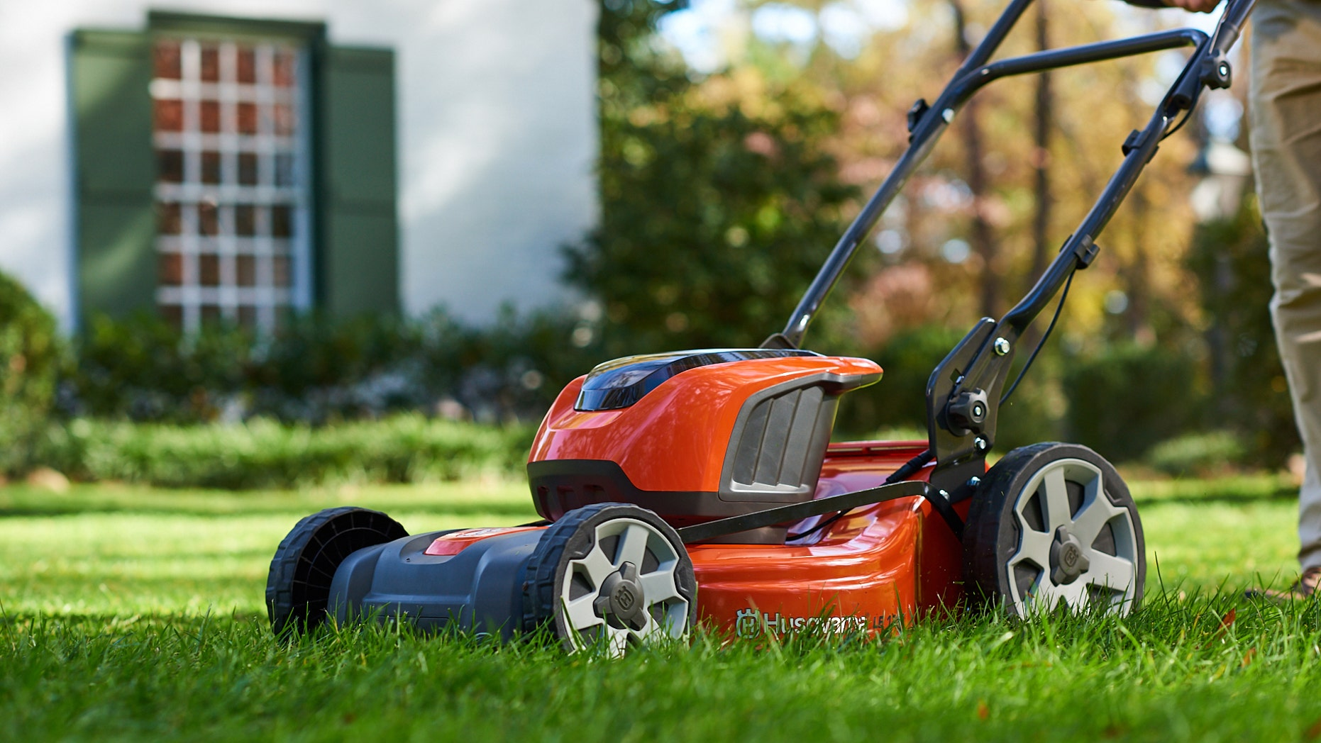 Husqvarna LE 221R Battery-Powered Walk Mower (Husqvarna)