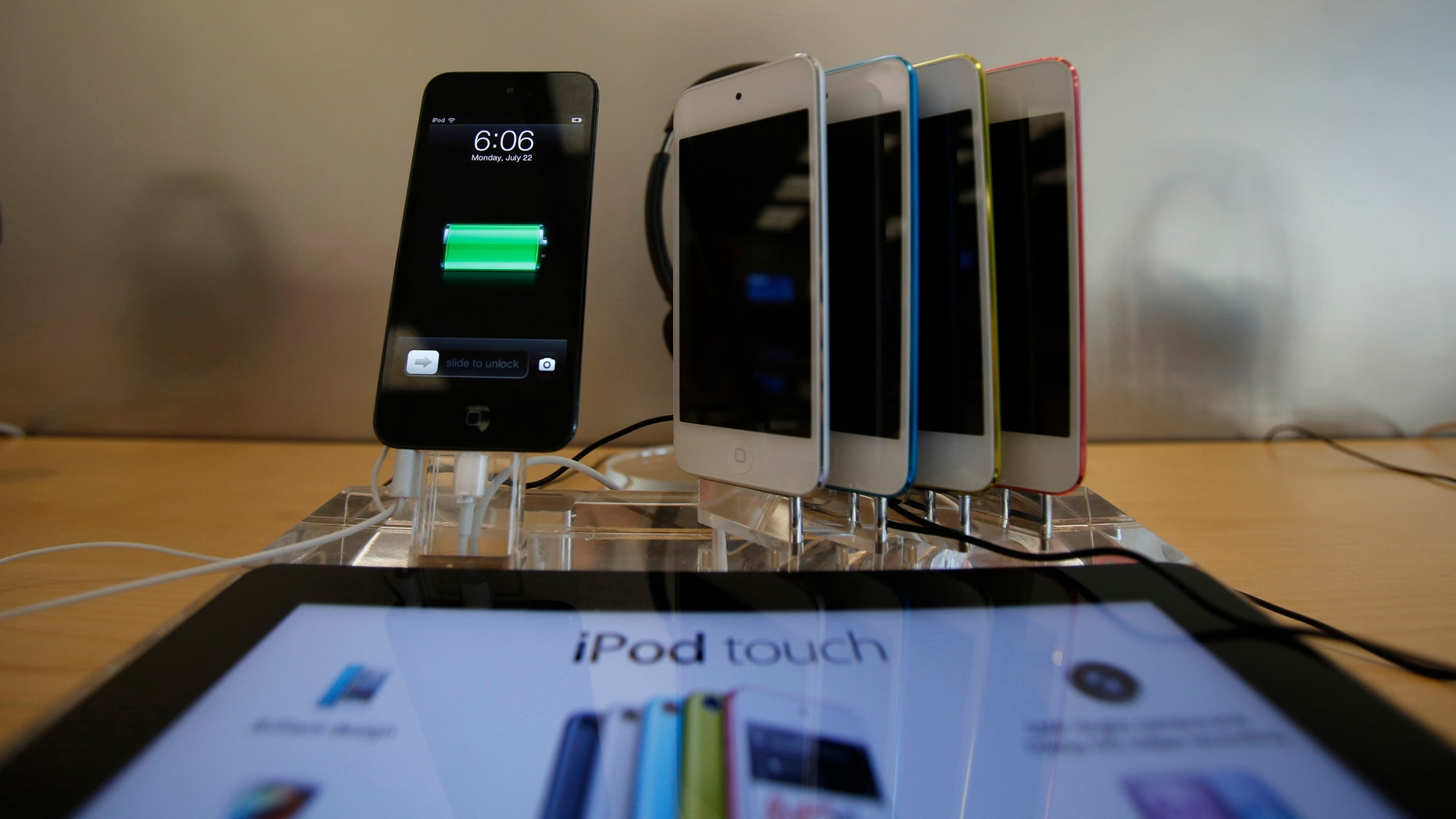 File photo - iPod Touches are pictured on display at an Apple Store in Pasadena, California July 22, 2013.