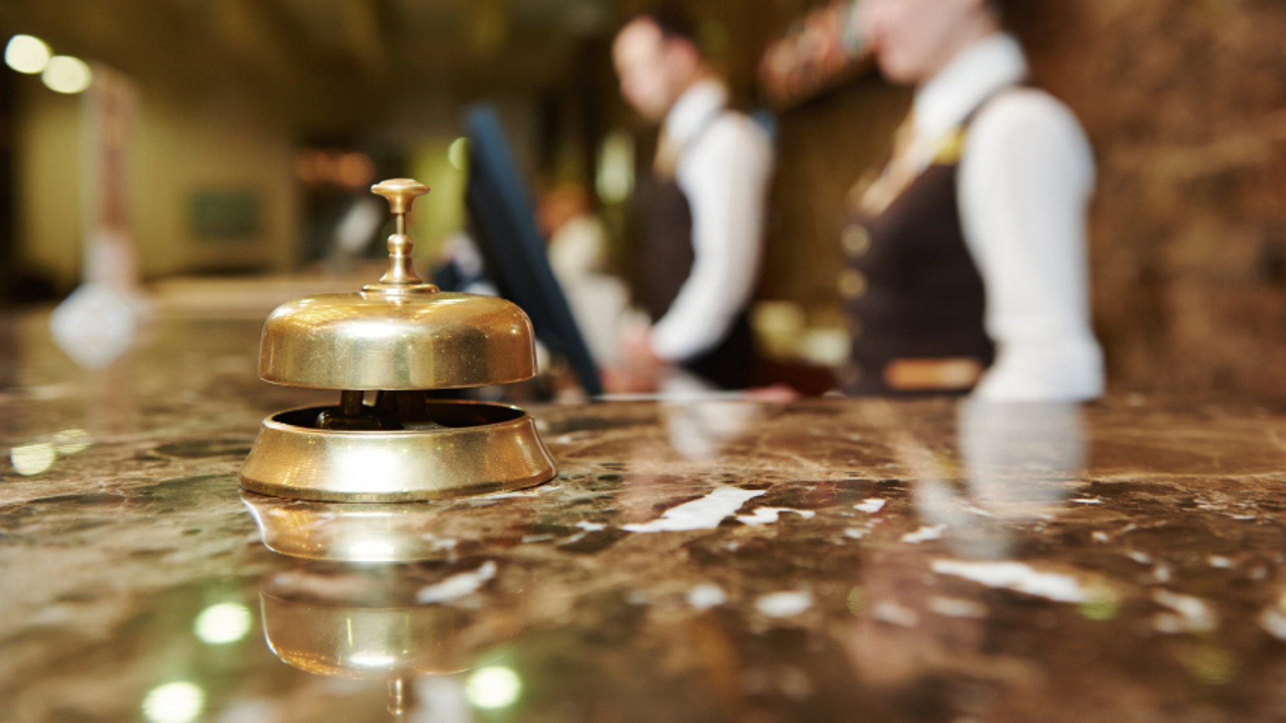 Is it okay to tip front desk staff?