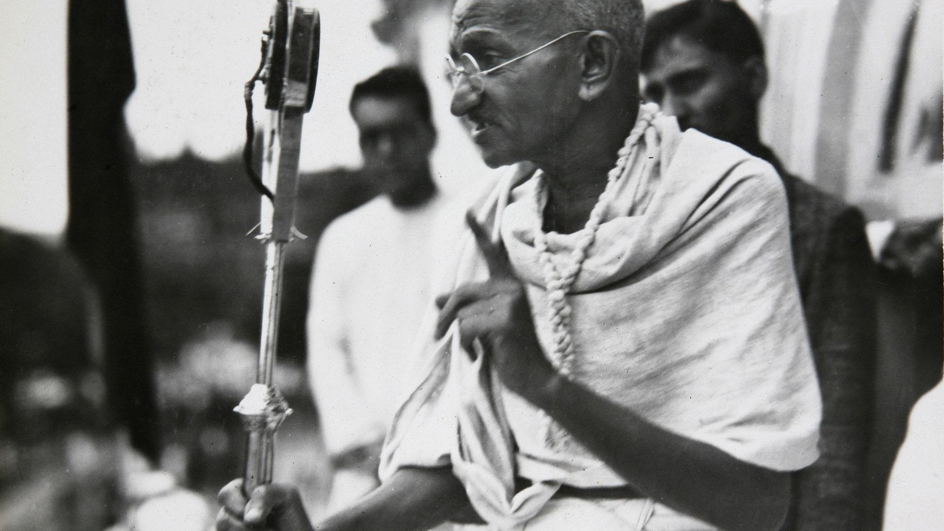Mahatma Gandhi talks to a crowd in India in 1931.
