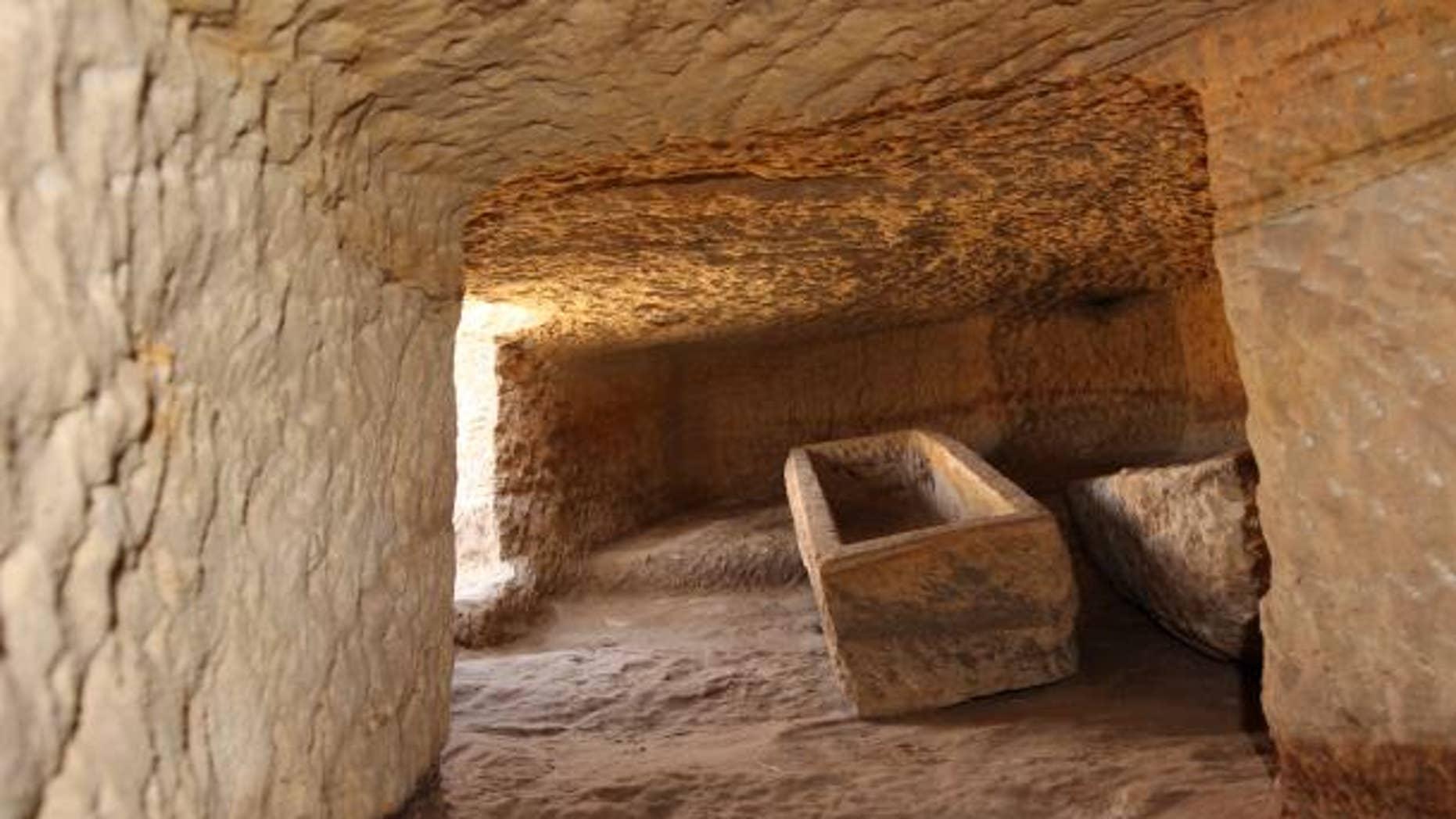 Tomb ST 30.