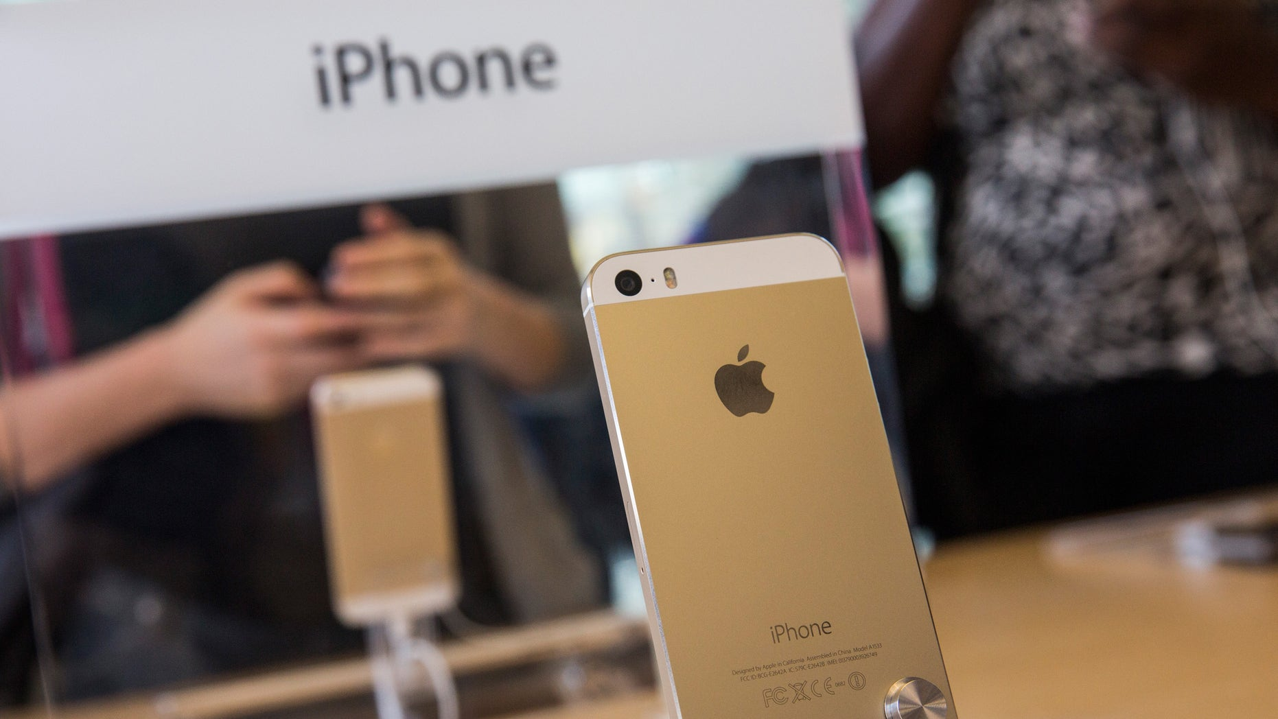 NEW YORK, NY - SEPTEMBER 20:  The gold version of the iPhone 5S is displayed at an Apple store on September 20, 2013 in New York City. Apple launched two new models of iPhone: the iPhone 5S, which is preceded by the iPhone 5, and a cheaper, paired down version, the iPhone 5C. The Gold version of the phone has reportedly become one of the hardest to find and orders are backed-up into October. (Photo by Andrew Burton/Getty Images)