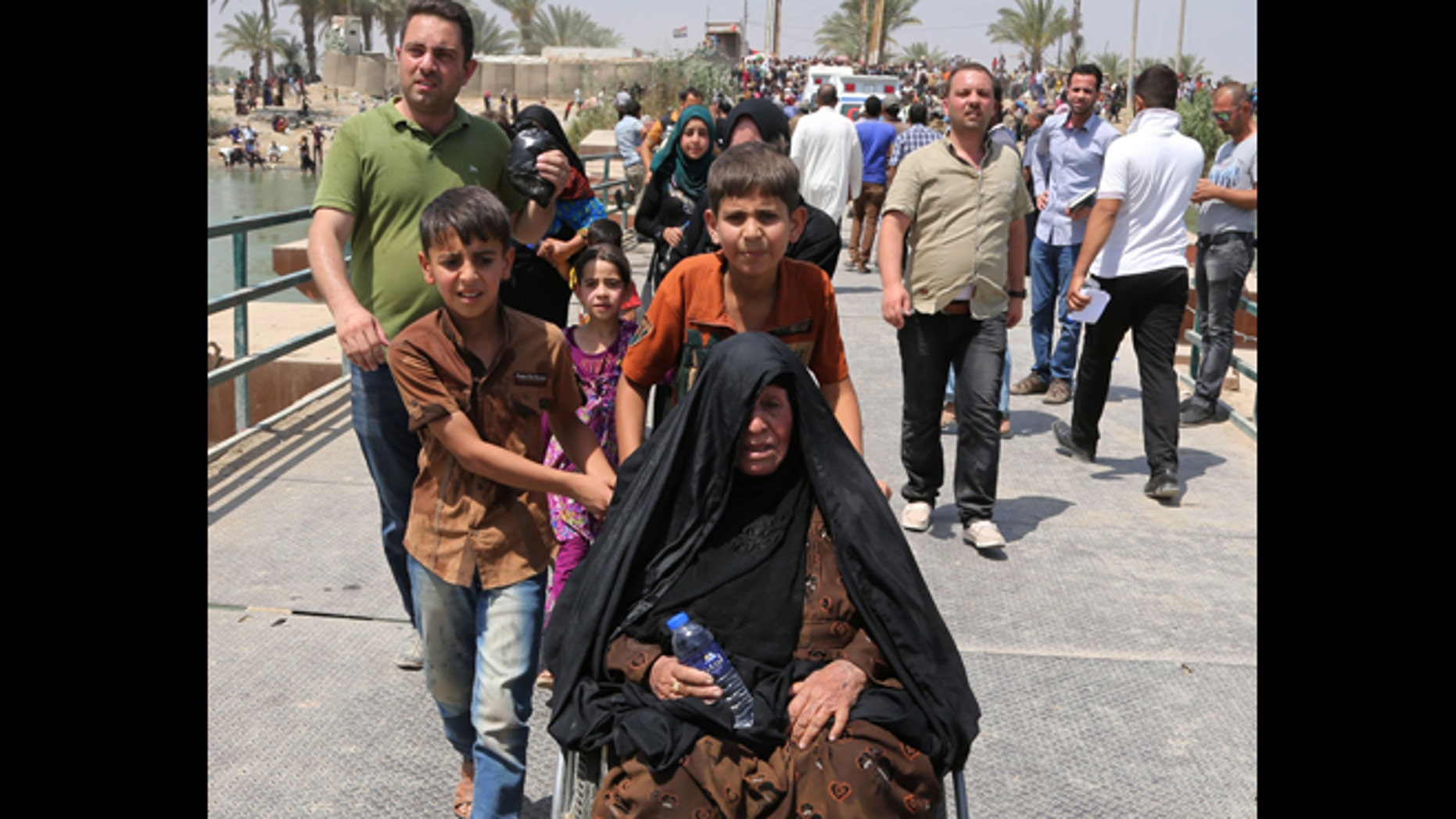 May 20, 2015: Thousands of displaced people fleeing violence in Ramadi poured into Baghdad province on Wednesday after central government granted them conditional entry, said a provincial official.