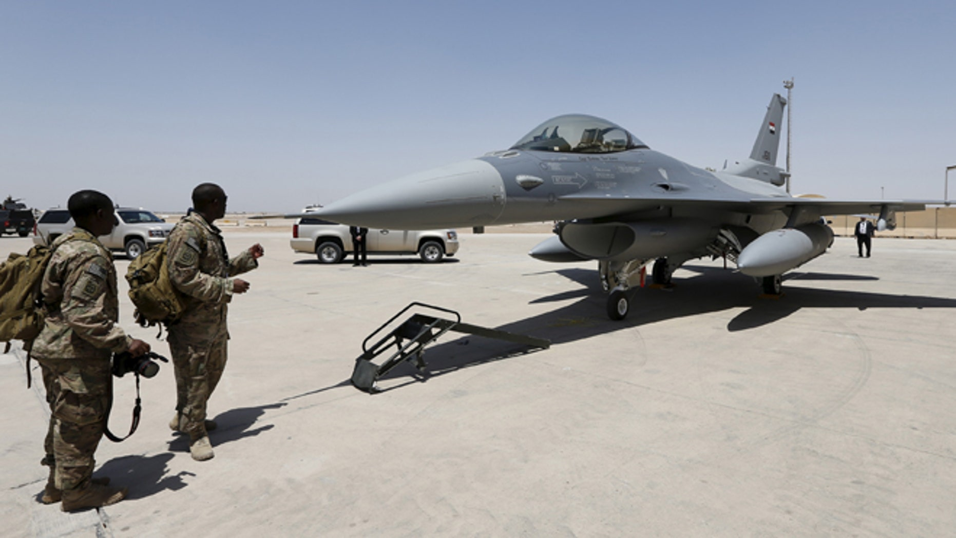 July 20, 2015: U.S. Army soldiers look at a F-16 fighter jet during an official ceremony to receive four of these aircrafts from the U.S., at a military base in Balad, Iraq. (Reuters)