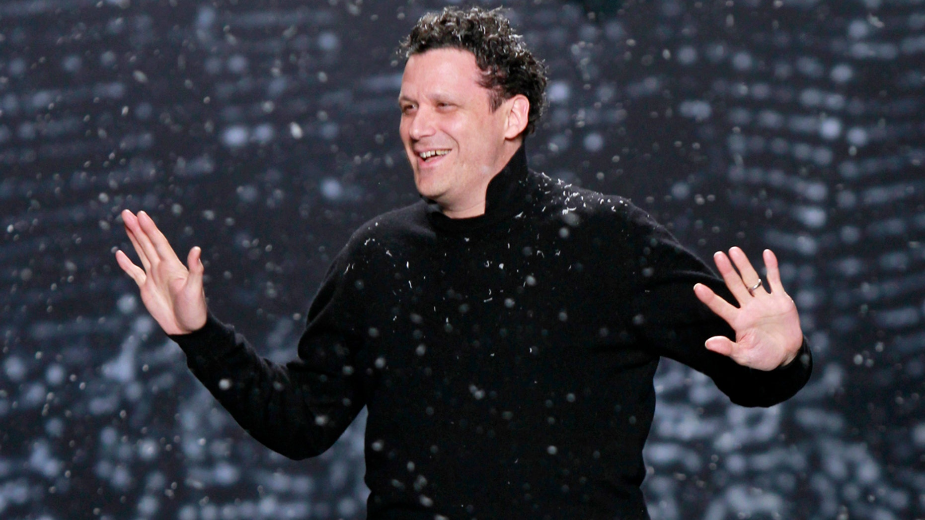 Designer Isaac Mizrahi acknowledges the crowd following his Fall 2010 fashion show at New York Fashion Week, February 18, 2010.   REUTERS/Brendan McDermid (UNITED STATES - Tags: FASHION) - GM1E62J0HQ501