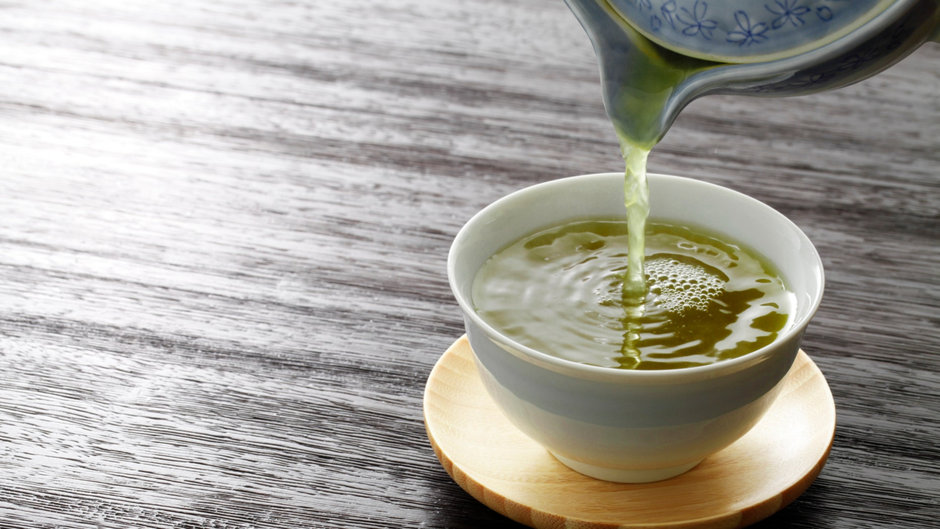 According to a new study, green tea contains a molecule that could help prevent the buildup of plaque in the arteries.