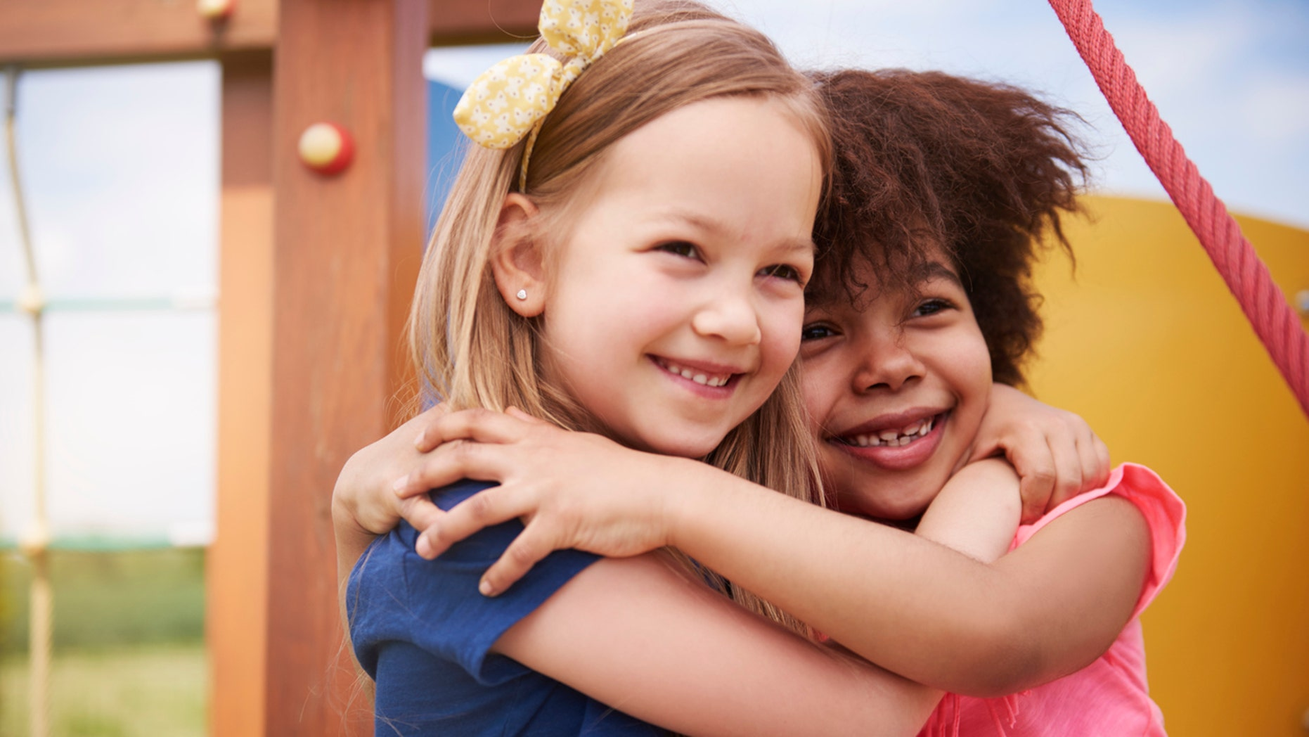 4-Year-Old Best Friends Insist Theyre Twins Because They Have the Same Birthday