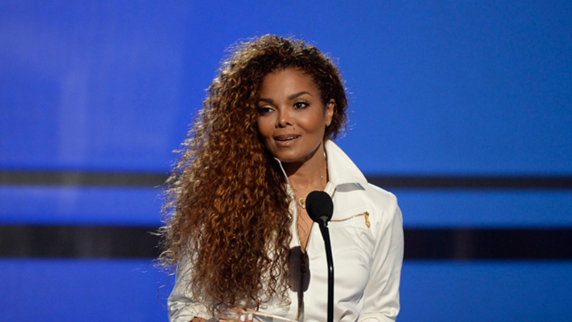 Janet Jackson accepts the Ultimate Icon Award during the 2015 BET Awards in Los Angeles, California, June 28, 2015.  REUTERS/Kevork Djansezian - RTX1I6RL