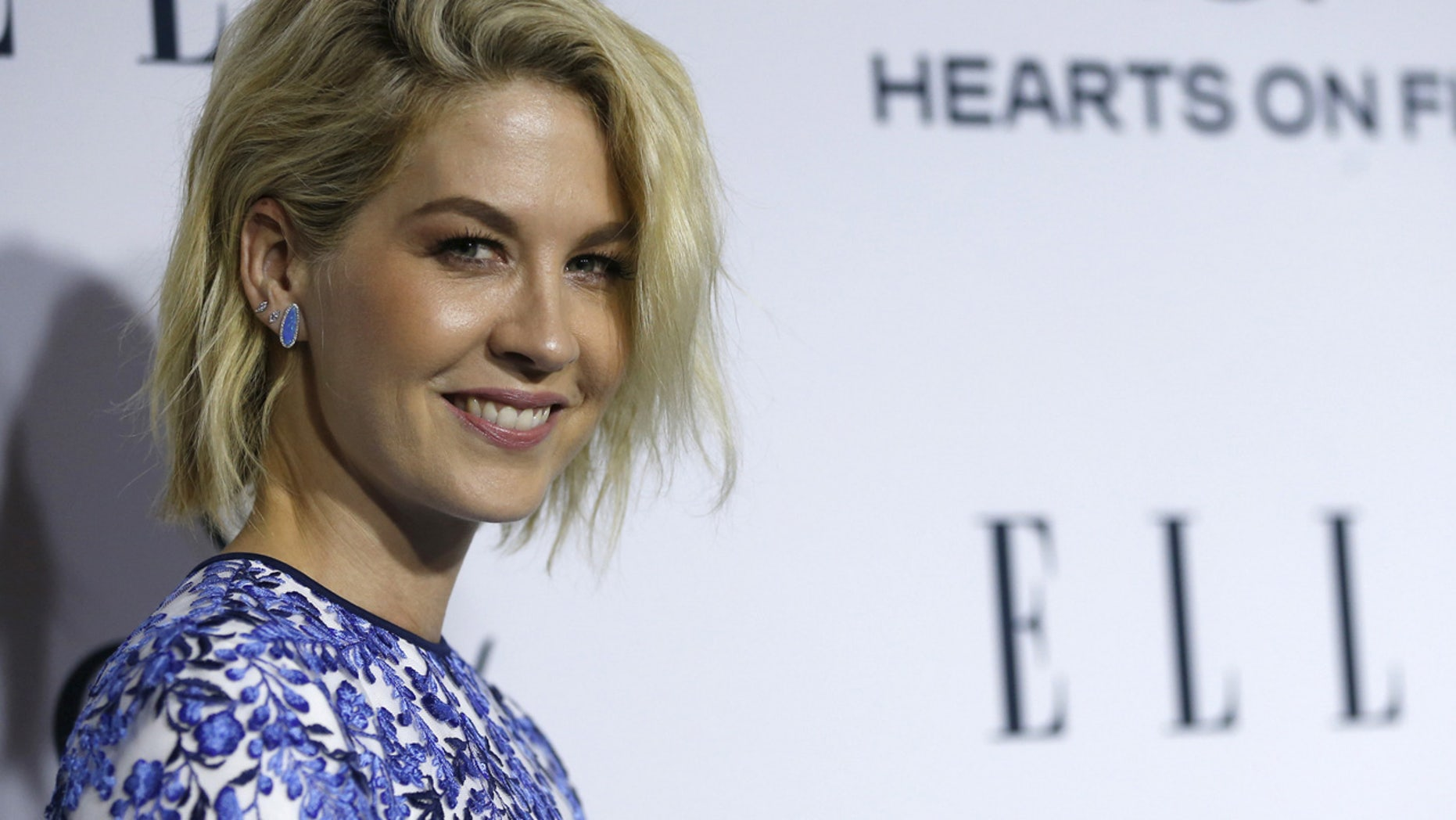 Actress Jenna Elfman poses at ELLE's Annual Women in Television dinner in Los Angeles, California January 20, 2016.  REUTERS/Mario Anzuoni - RTX23BNA