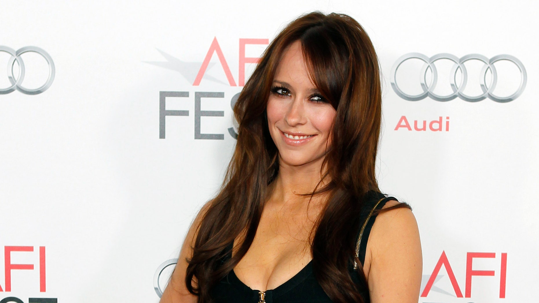 """Actress Jennifer Love Hewitt  poses at the opening night gala for AFI Fest 2011 with the premiere of director Clint Eastwood's film """"J. Edgar""""  in Hollywood November 3, 2011. REUTERS/Fred Prouser (UNITED STATES - Tags: ENTERTAINMENT) - RTR2TLHA"""