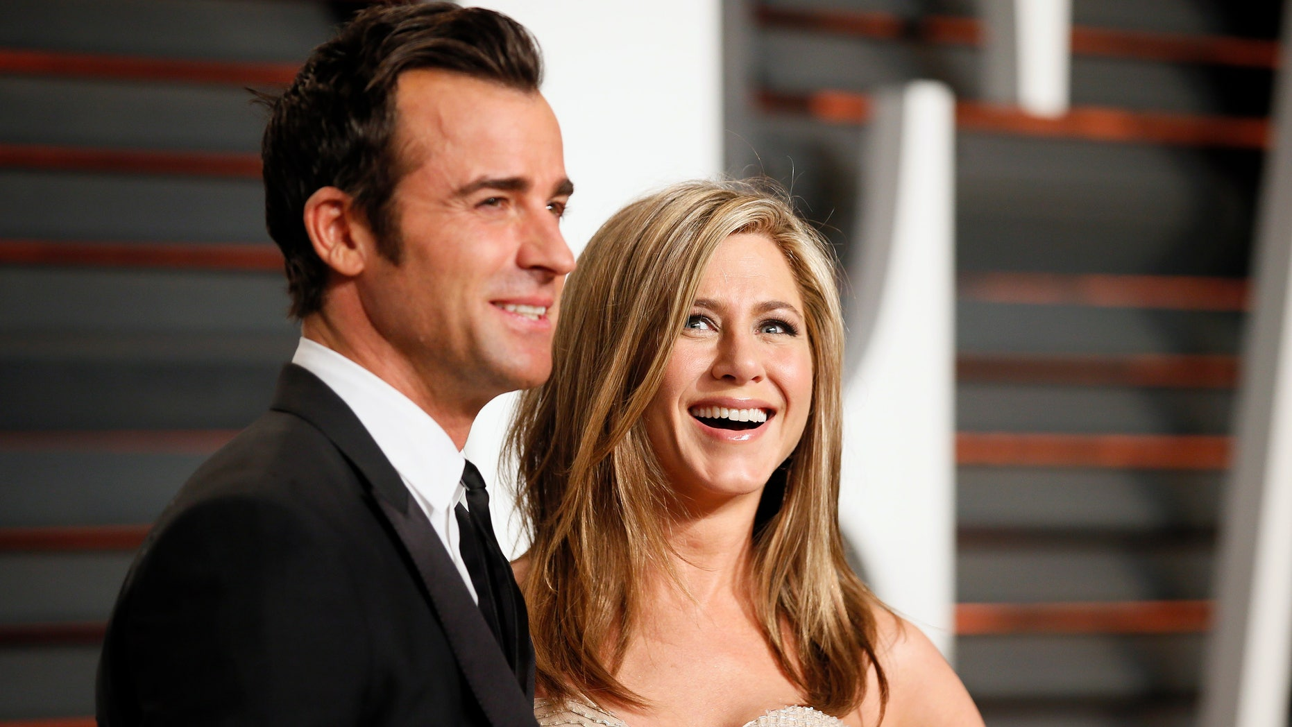 Actress Jennifer Aniston and Justin Theroux arrive at the 2015 Vanity Fair Oscar Party in Beverly Hills, California February 22, 2015. REUTERS/Danny Moloshok
