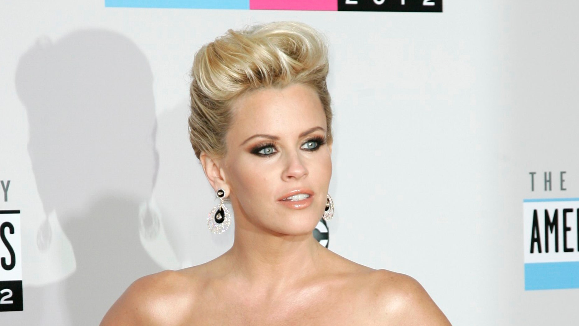 Nov 18, 2012. Actress Jenny McCarthy arrives at the 40th American Music Awards in Los Angeles, California.