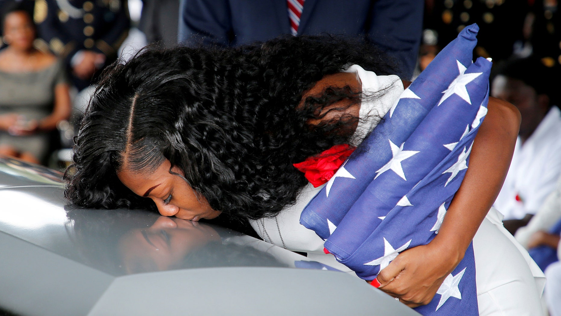 Myeshia Johnson, wife of U.S. Army Sergeant La David Johnson, who was among four special forces soldiers killed in Niger, kisses his coffin at a graveside service in Hollywood, Florida, October 21, 2017. (REUTERS/Joe Skipper)