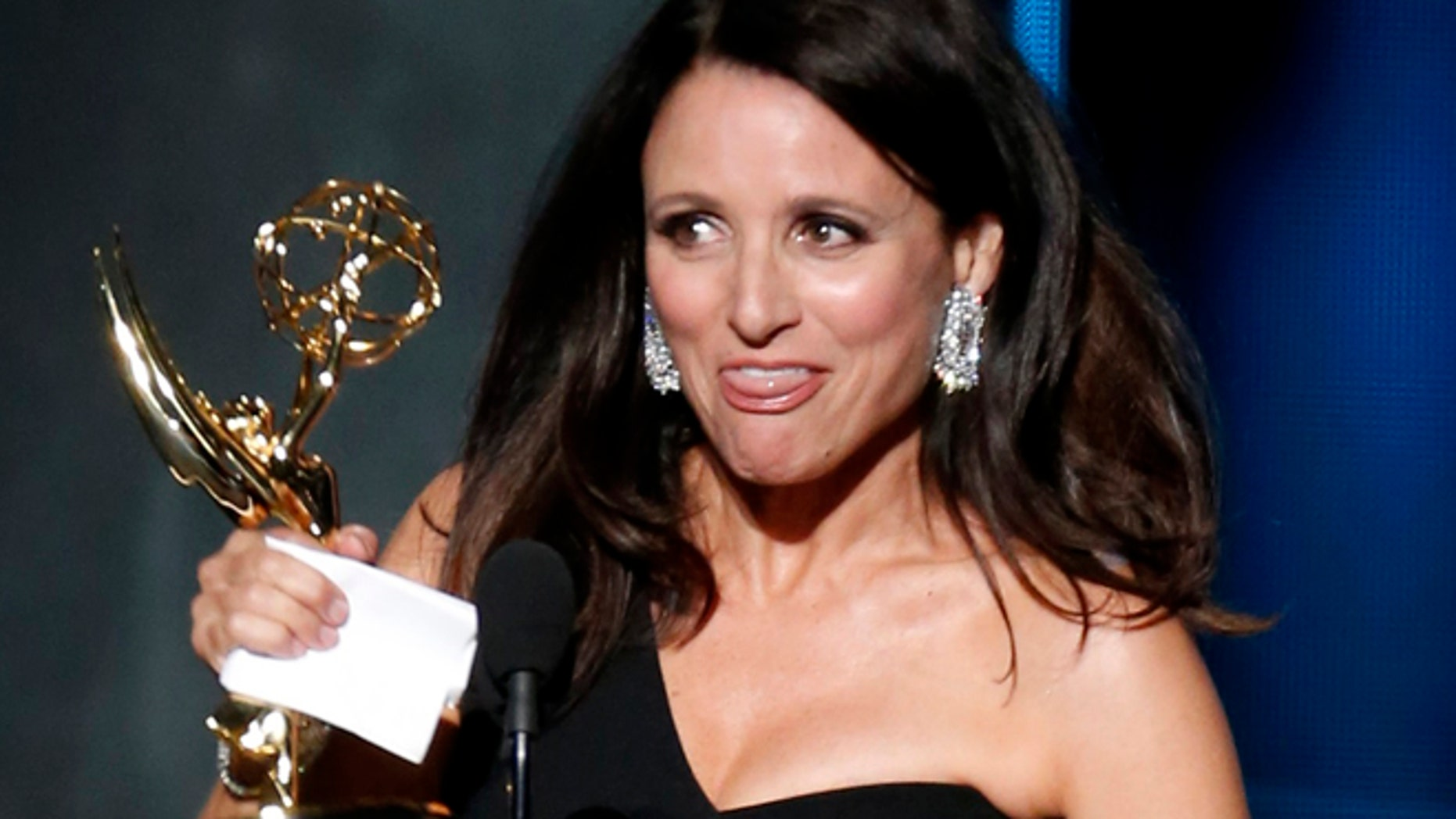 """Julia Louis-Dreyfus accepts the award for Outstanding Lead Actress In A Comedy Series for her role in HBO's """"Veep"""" at the 67th Primetime Emmy Awards in Los Angeles, California September 20, 2015.  REUTERS/Lucy Nicholson - RTS22NB"""