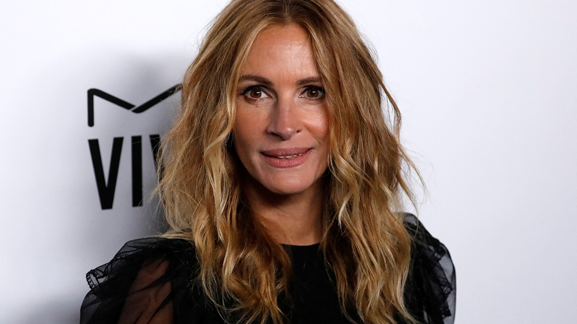Julia Roberts Debuts New Pink Hair Color Fox News
