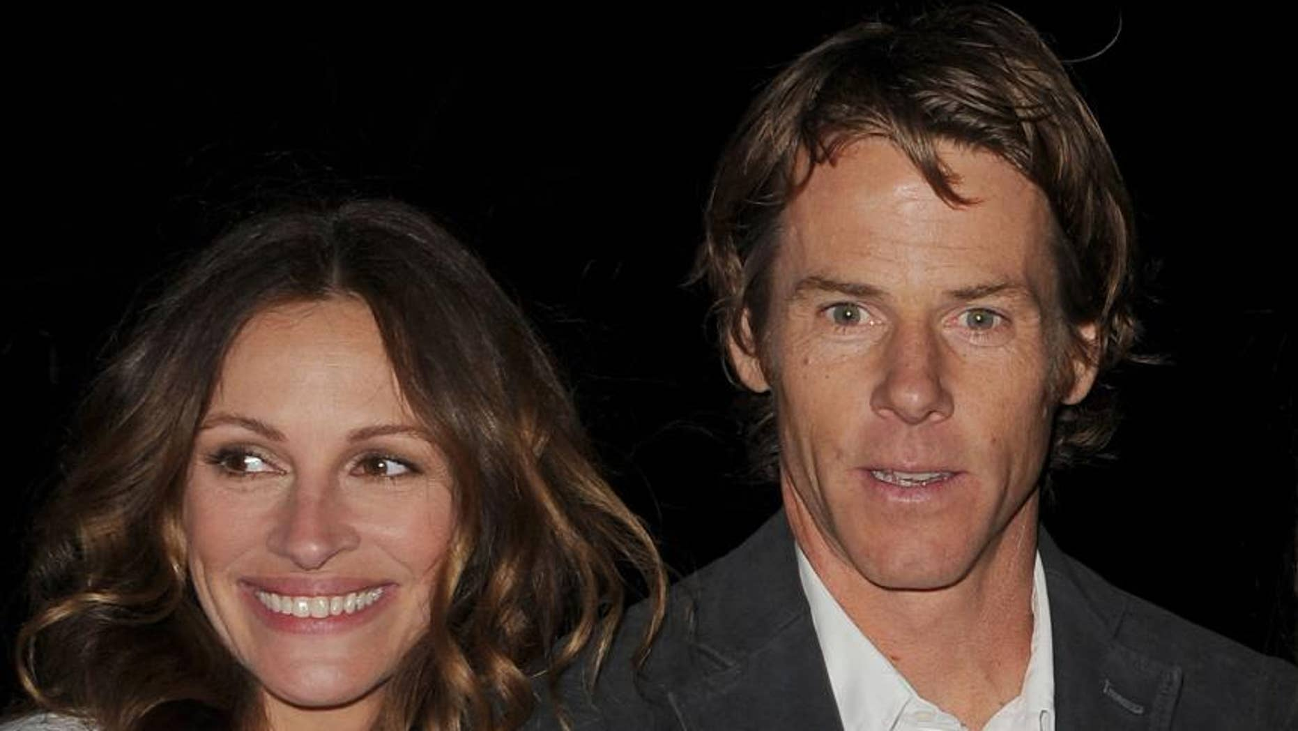 """Actress Julia Roberts, left, discussed the """"seismic shift"""" her life took when she met husband Danny Moder, right, in 2000 while shooting the film, """"The Mexican."""""""