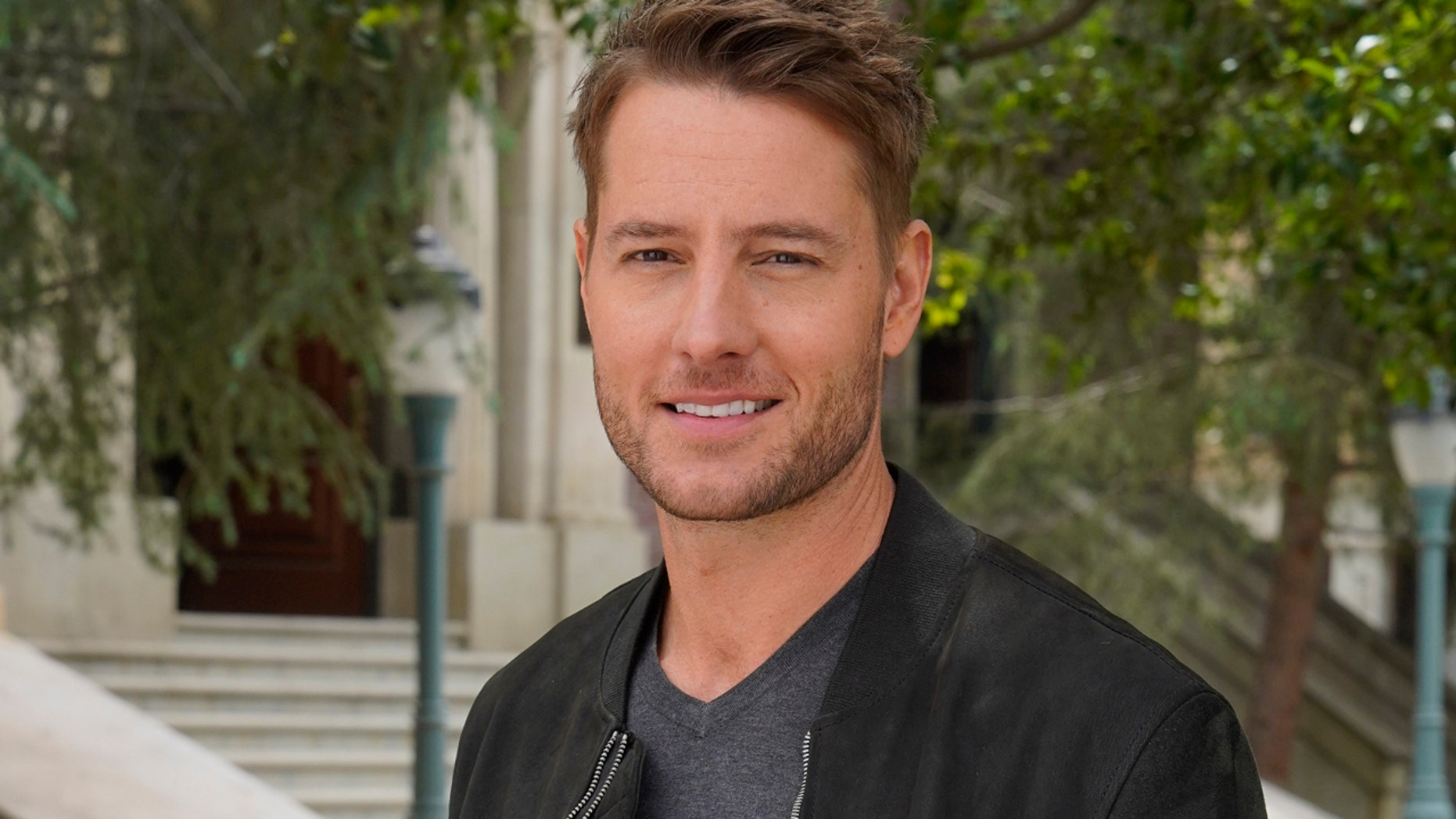 """""""This Is Us"""" star Justin Hartley claims that he was sexually harassed by a fan in restaurant."""