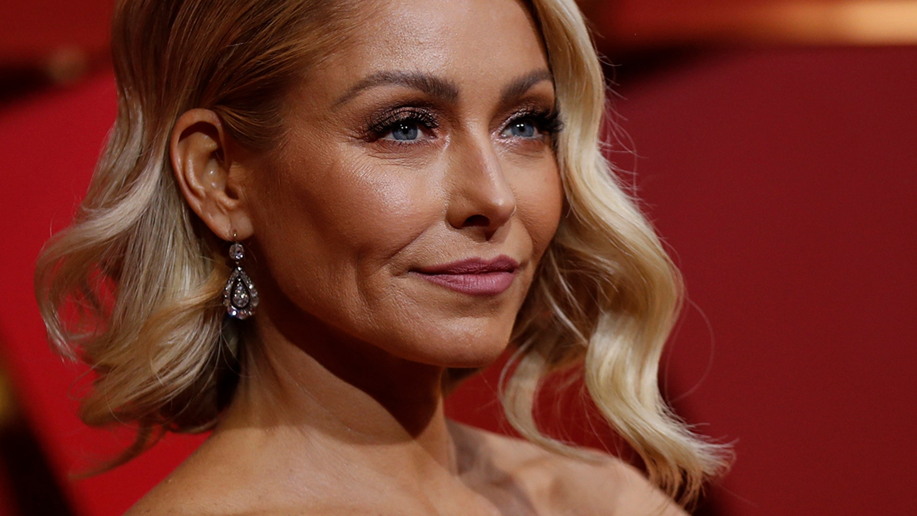 Kelly Ripa Shows Off Her Ripped Abs
