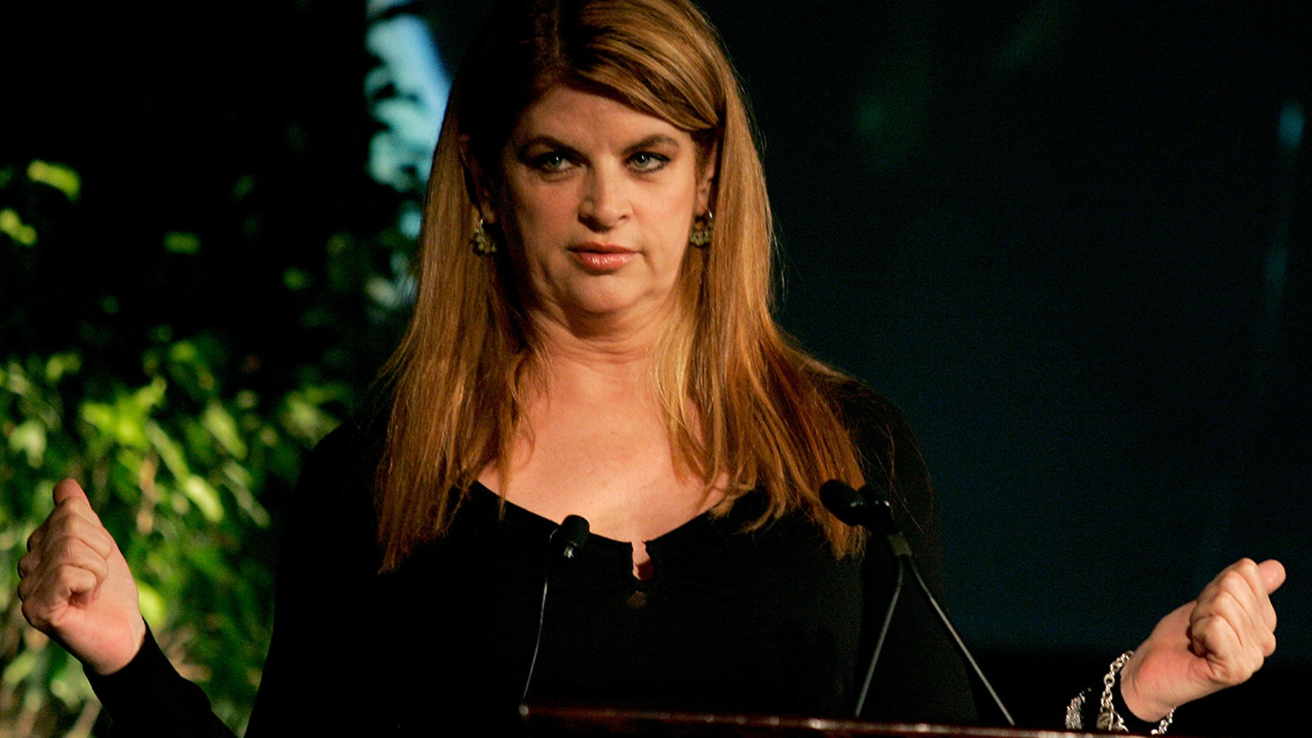 "Kirstie Alley gestures while speaking at the Simmons Leadership Conference in Boston, Massachusetts, April 30, 2005. Alley has just written a memoir entitled, ""How to Lose Your Ass and Regain Your Life."""