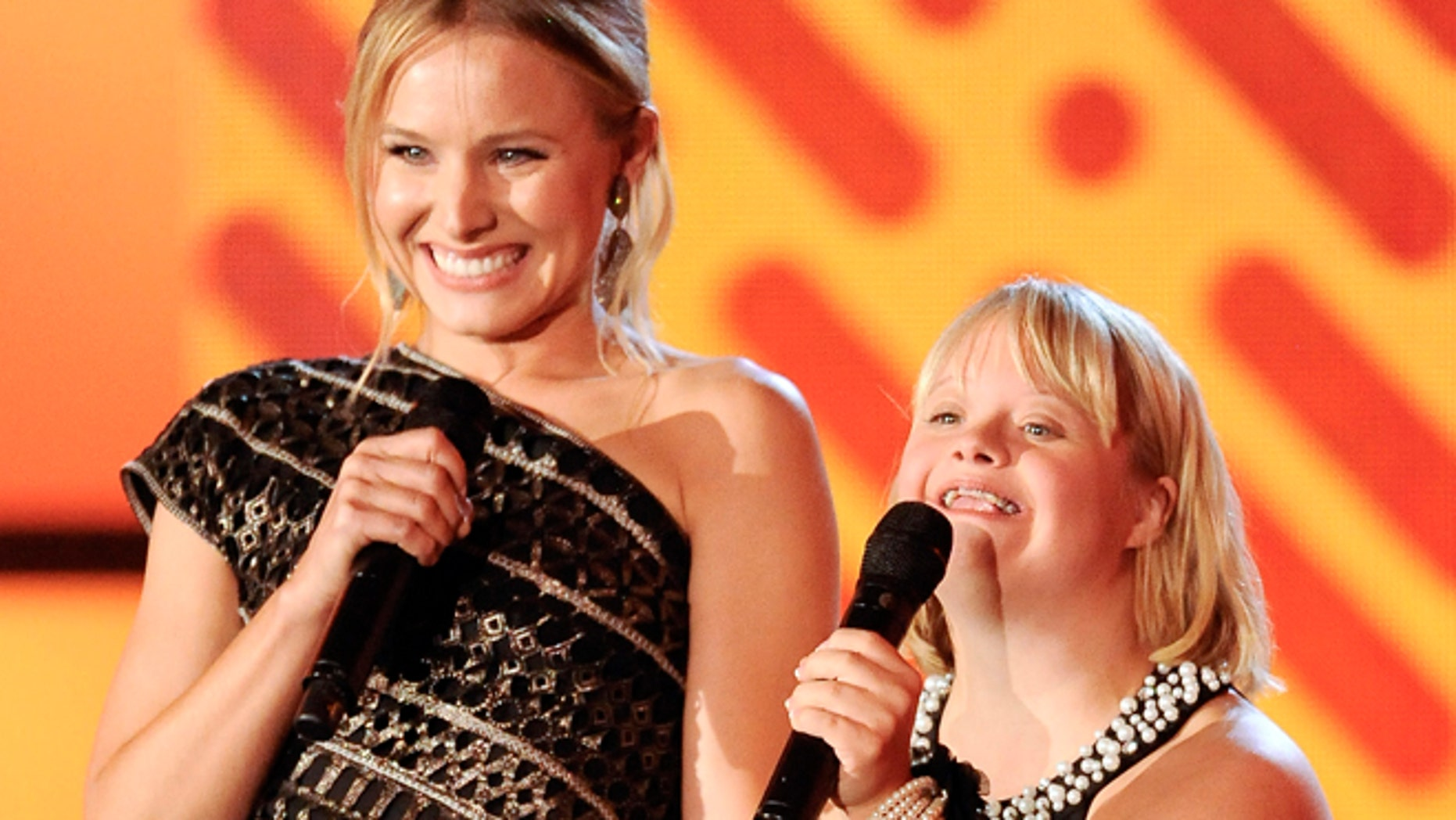 Actresses Kristen Bell and Lauren Potter at the 2011 'Do Something' awards.