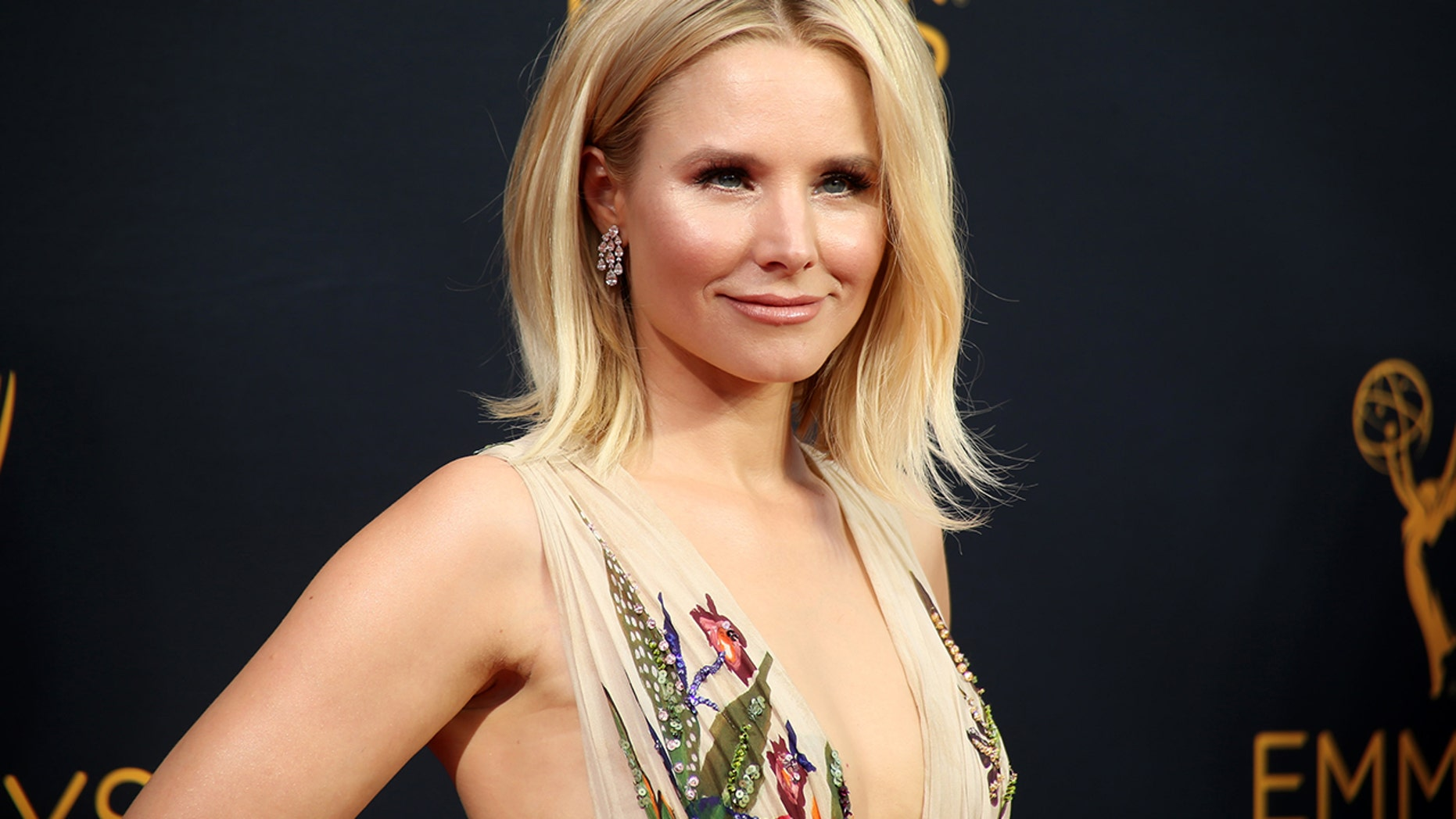 "Kristen Bell, of the Showtime series ""House of Lies,"" arrives at the 68th Primetime Emmy Awards in Los Angeles, California, U.S., September 18, 2016."