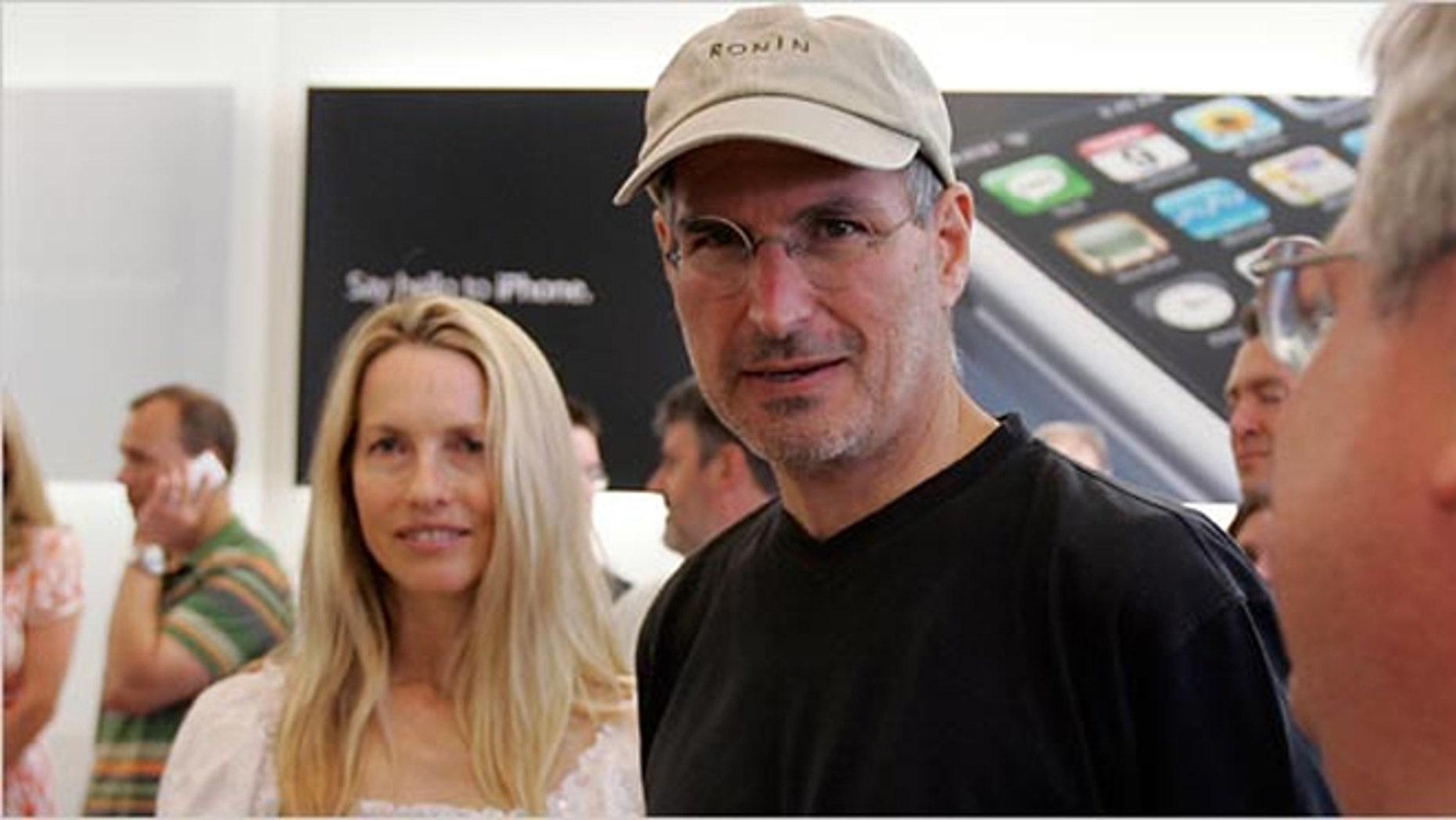 Steve Jobs with wife Laurene Powell Jobs, in 2007.