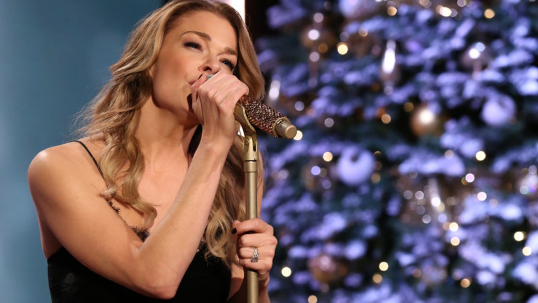 LeAnn Rimes Recreated That Coyote Ugly Bar Scene and Its All Too Much images