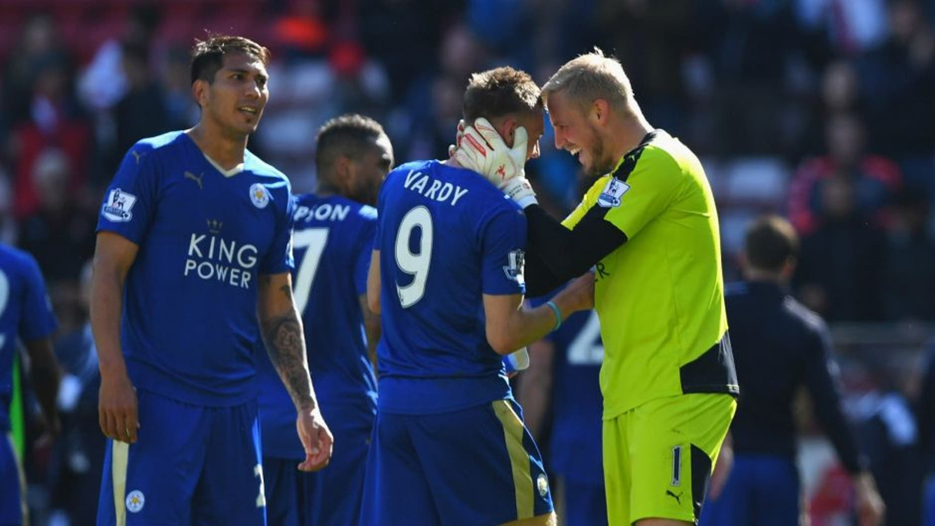SUNDERLAND, UNITED KINGDOM - APRIL 10: Kasper Schmeichel and Jamie Vardy of Leicester City celebrate victory after the Barclays Premier League match between Sunderland and Leicester City at the Stadium of Light on April 10, 2016 in Sunderland, England. (Photo by Shaun Botterill/Getty Images)