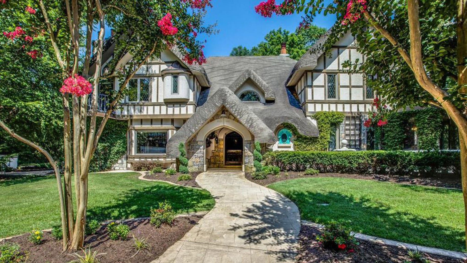 The Tennessee home of late songwriter and multi-instrumentalist Leon Russell is on the market for $1.39 million.