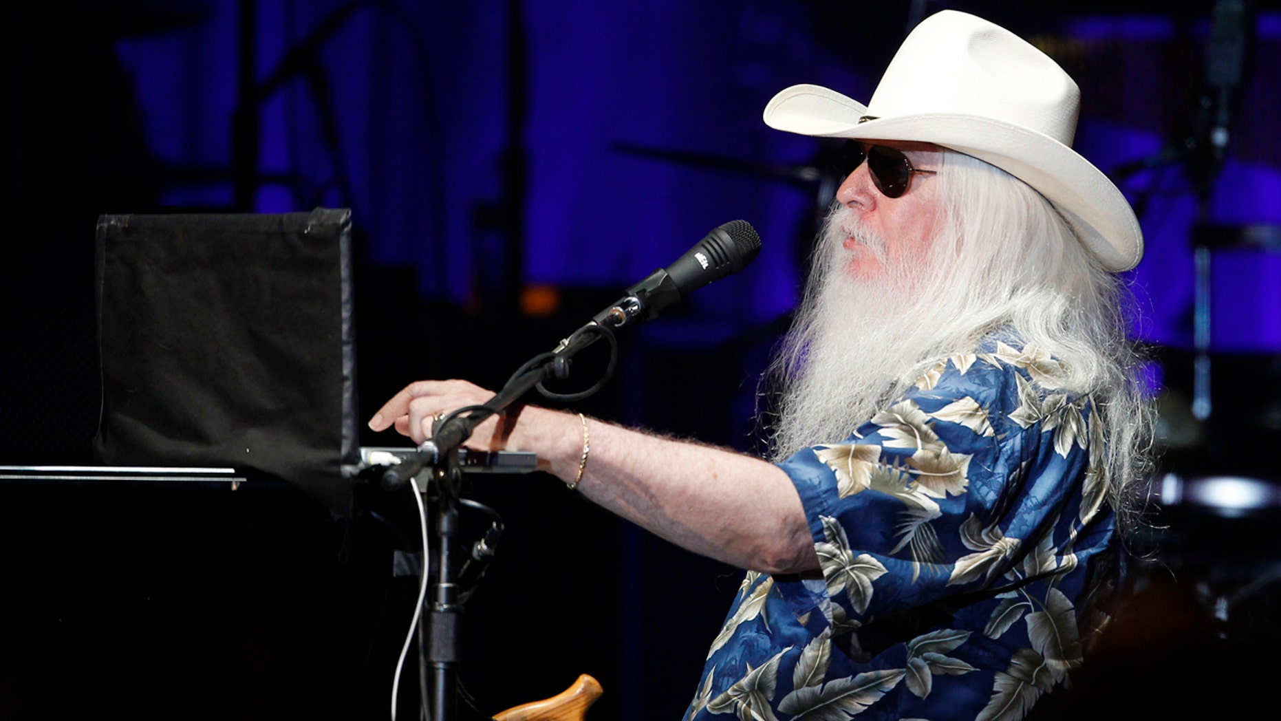 "U.S. musician Leon Russell performs at a concert to promote his new album with British musician Elton John ""The Union"" at the Hollywood Palladium in Hollywood, California November 3, 2010."